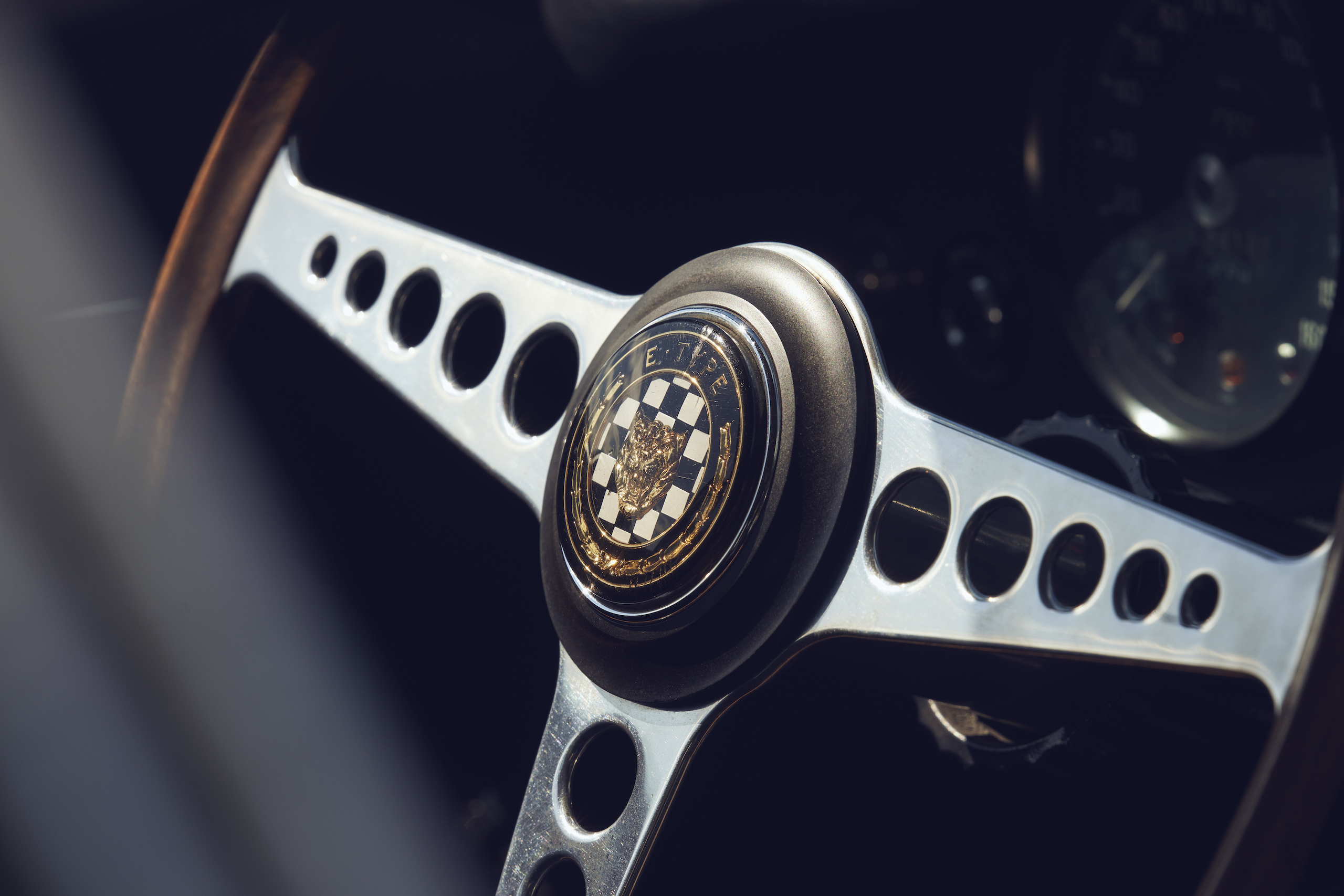 Jaguar E-Type steering wheel center detail
