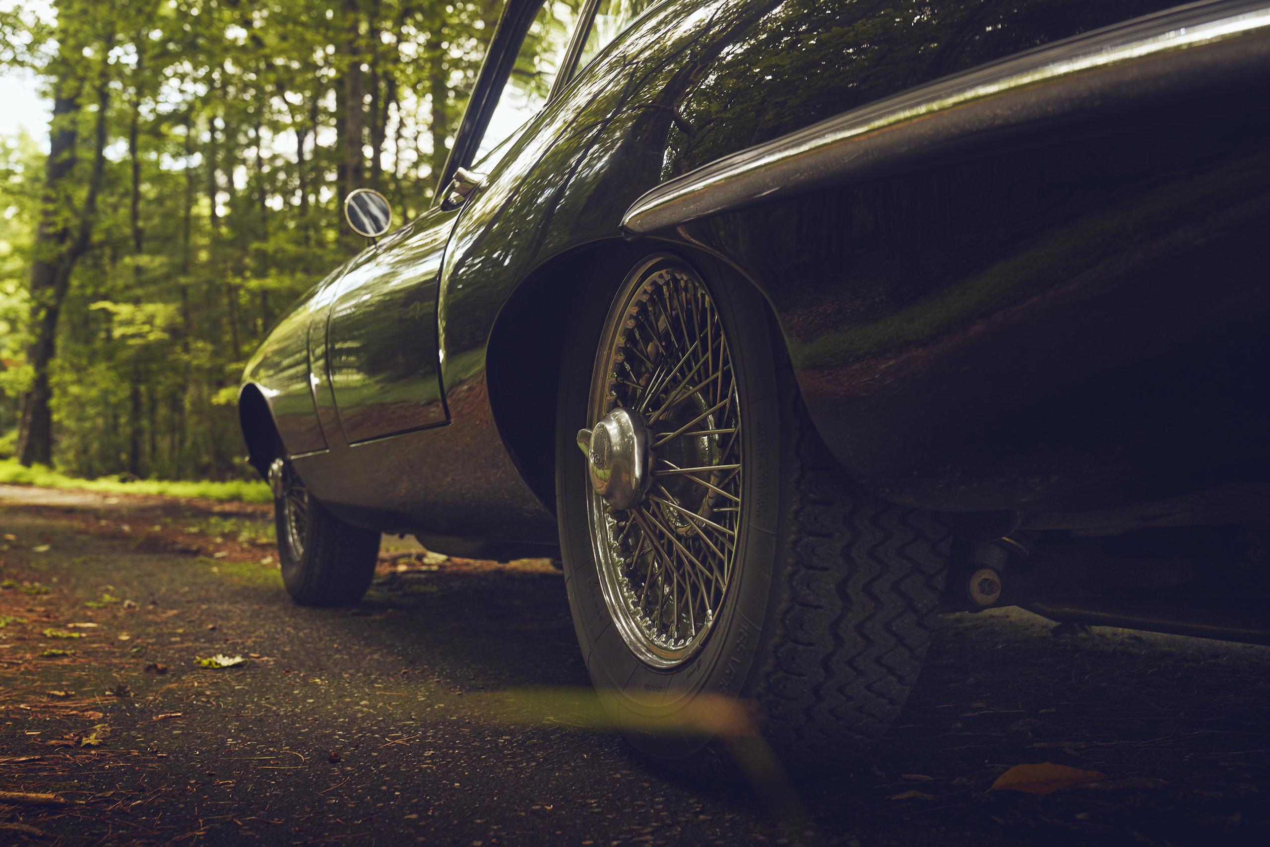 Jaguar E-Type side