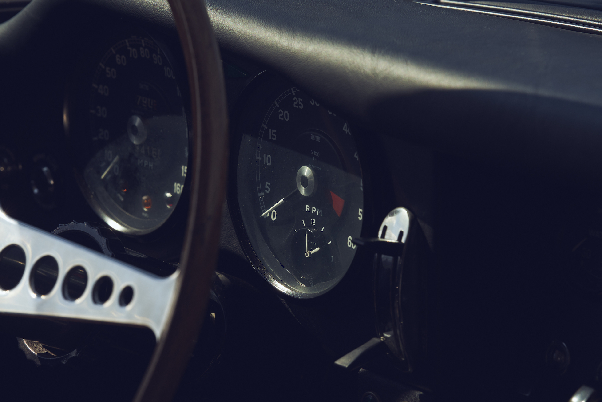 Jaguar E-Type tach gauges