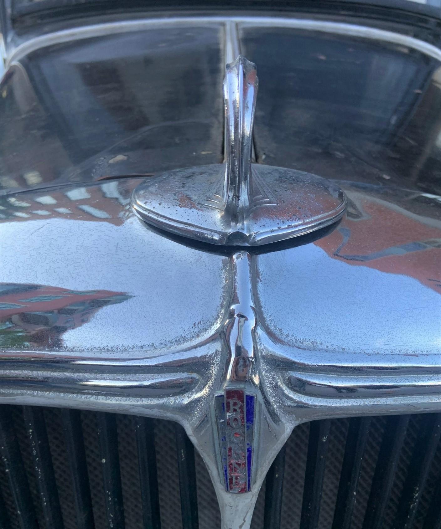 1932 Rockne - close-up front Rockne logo