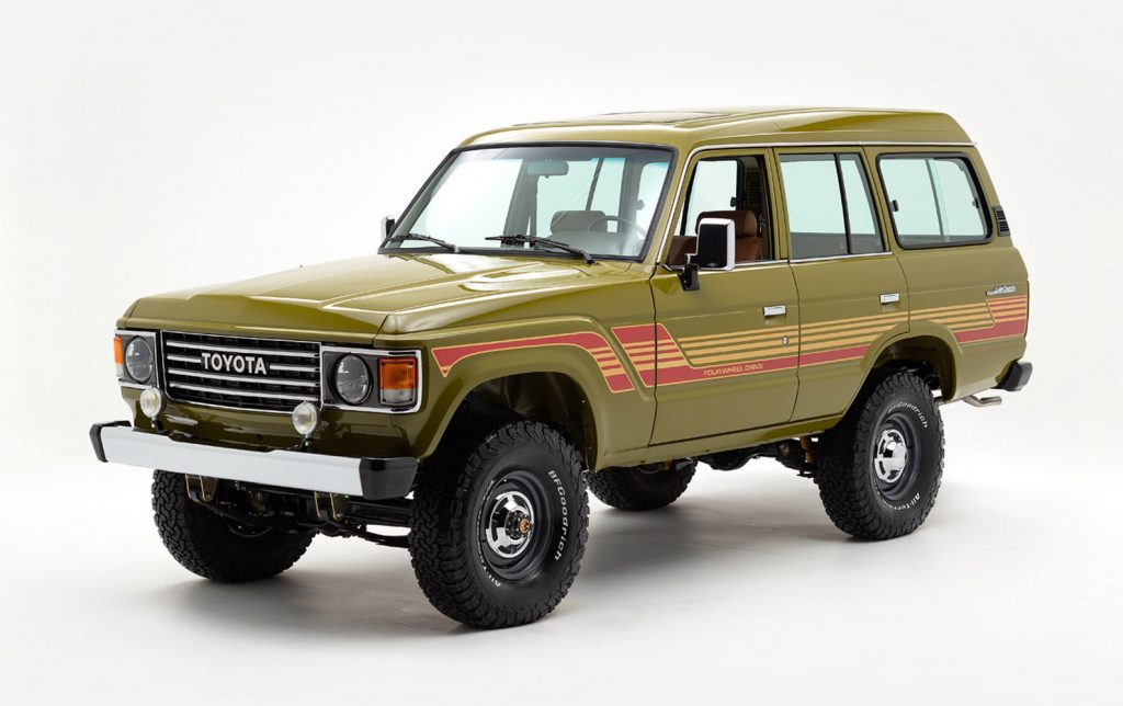1986 Toyota FJ62 Land Cruiser front three-quarter