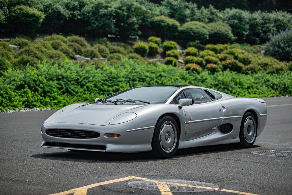 1993 Jaguar XJ220 front three-quarter