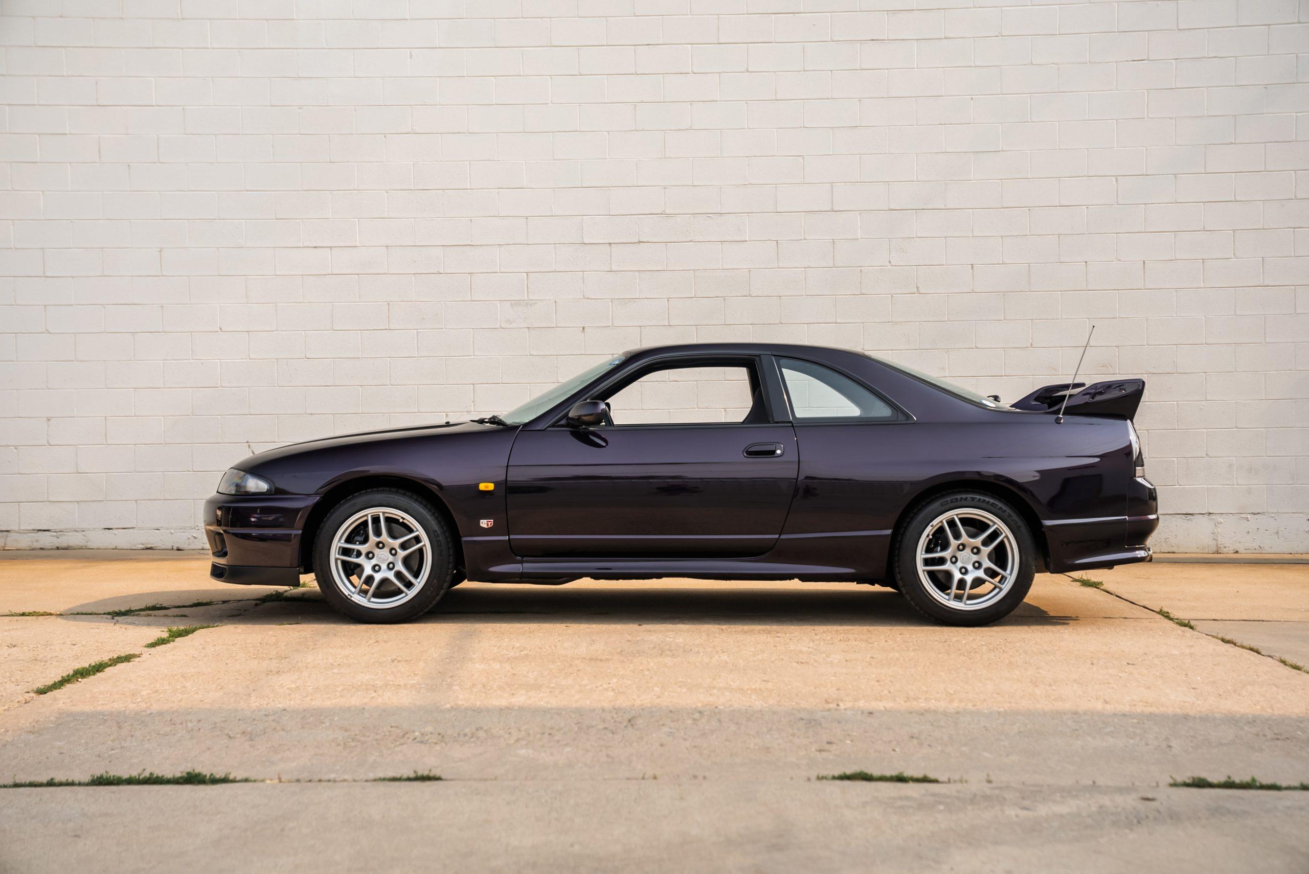 1995-Nissan-Skyline-GT-R side profile