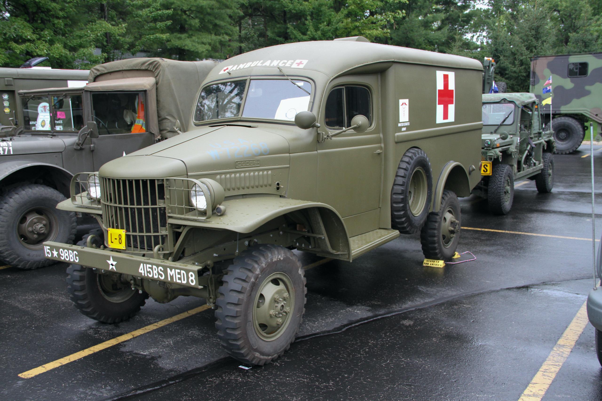 Military vehicle convoy ambulance