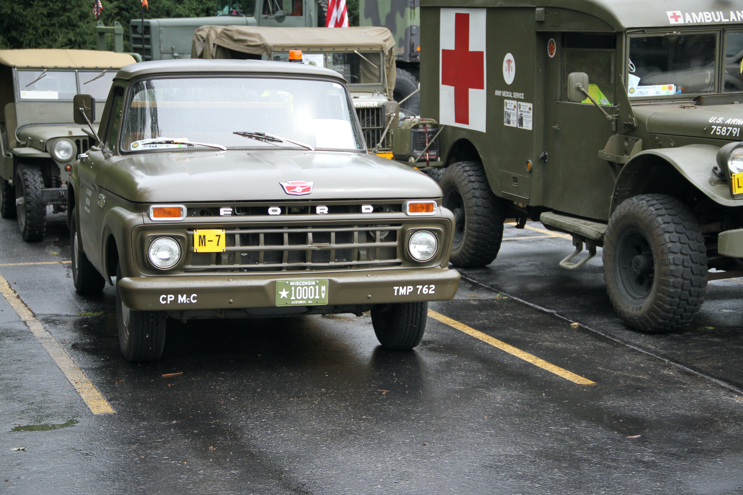 Military vehicle convoy ford pickup