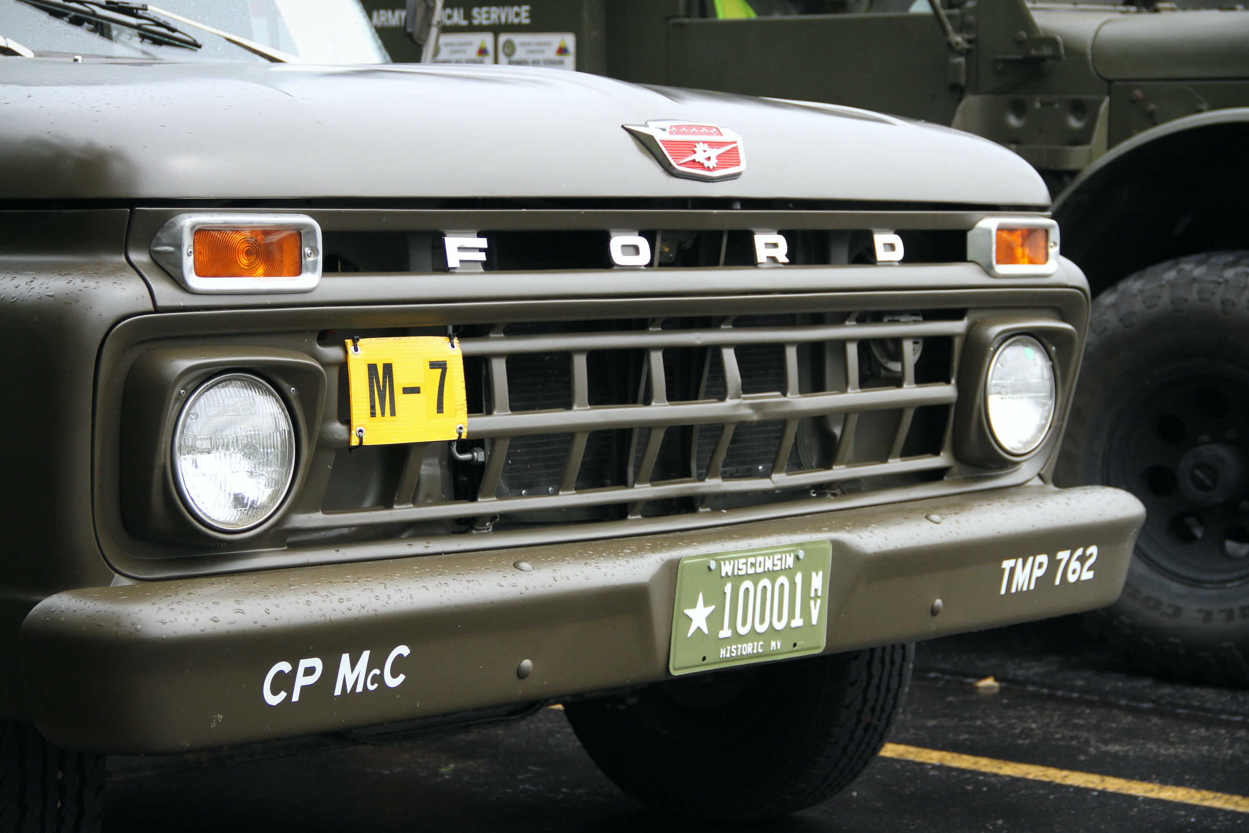 Military vehicle convoy ford pickup front grille