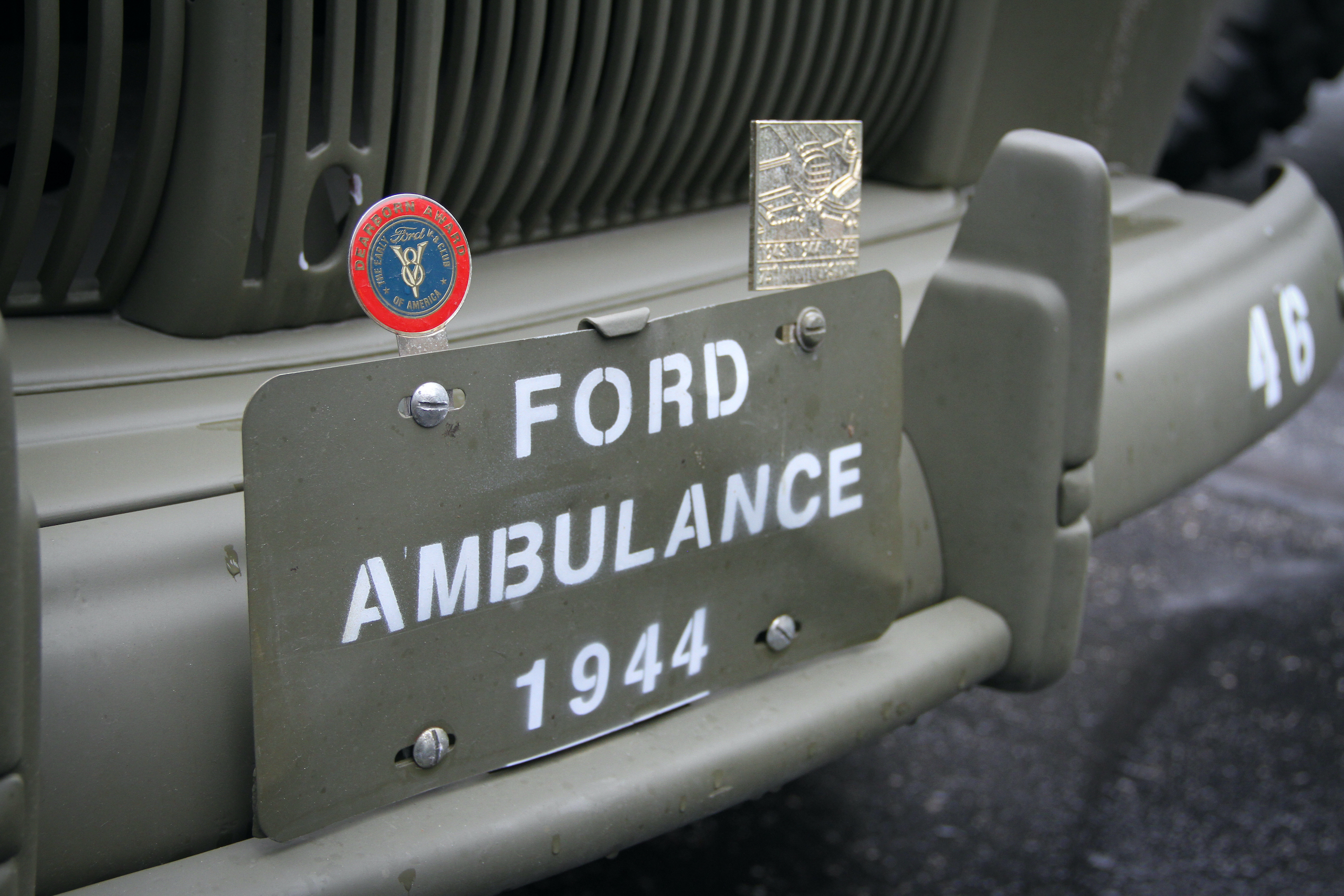 Military vehicle convoy for ambulance front plate