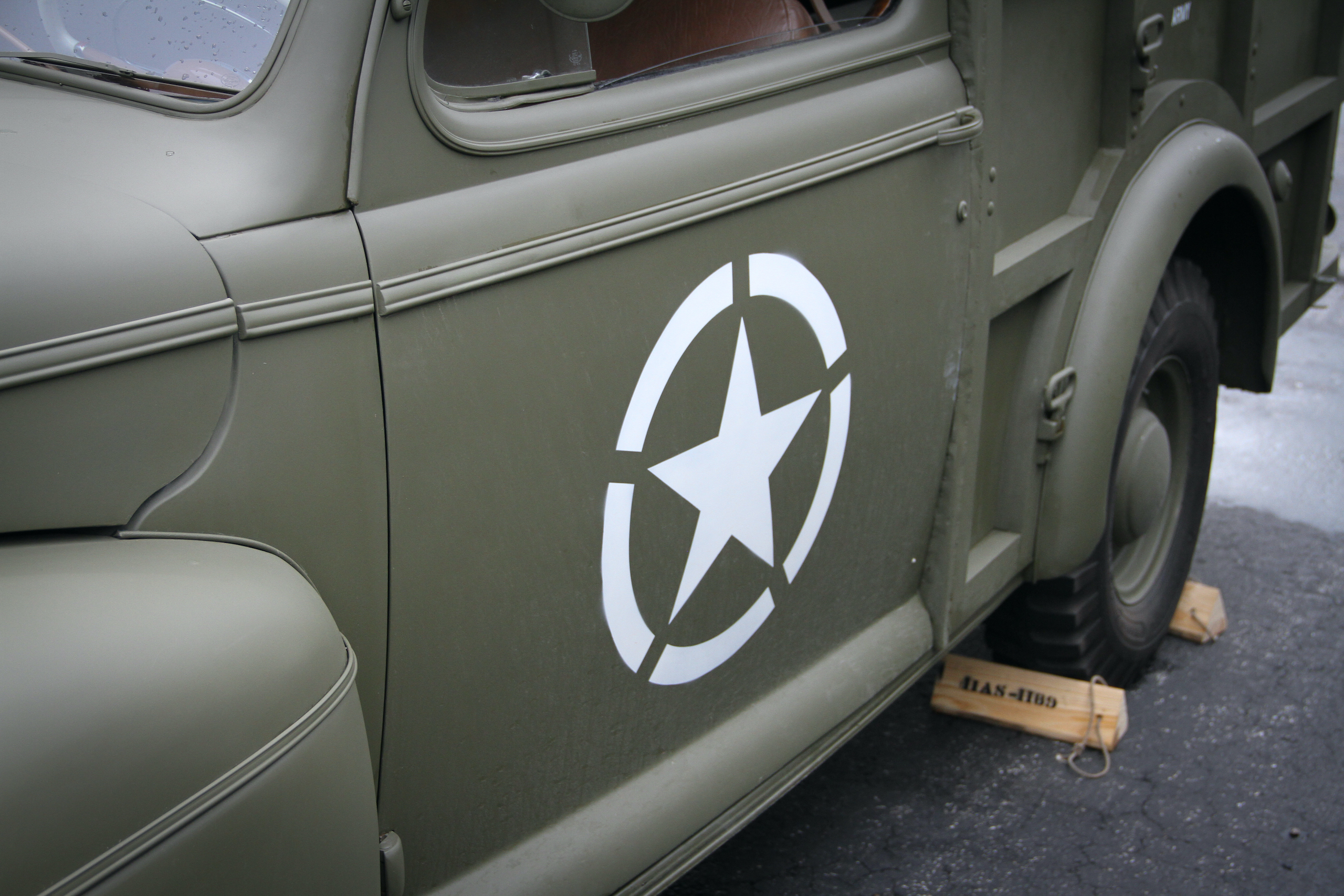 Military vehicle convoy star