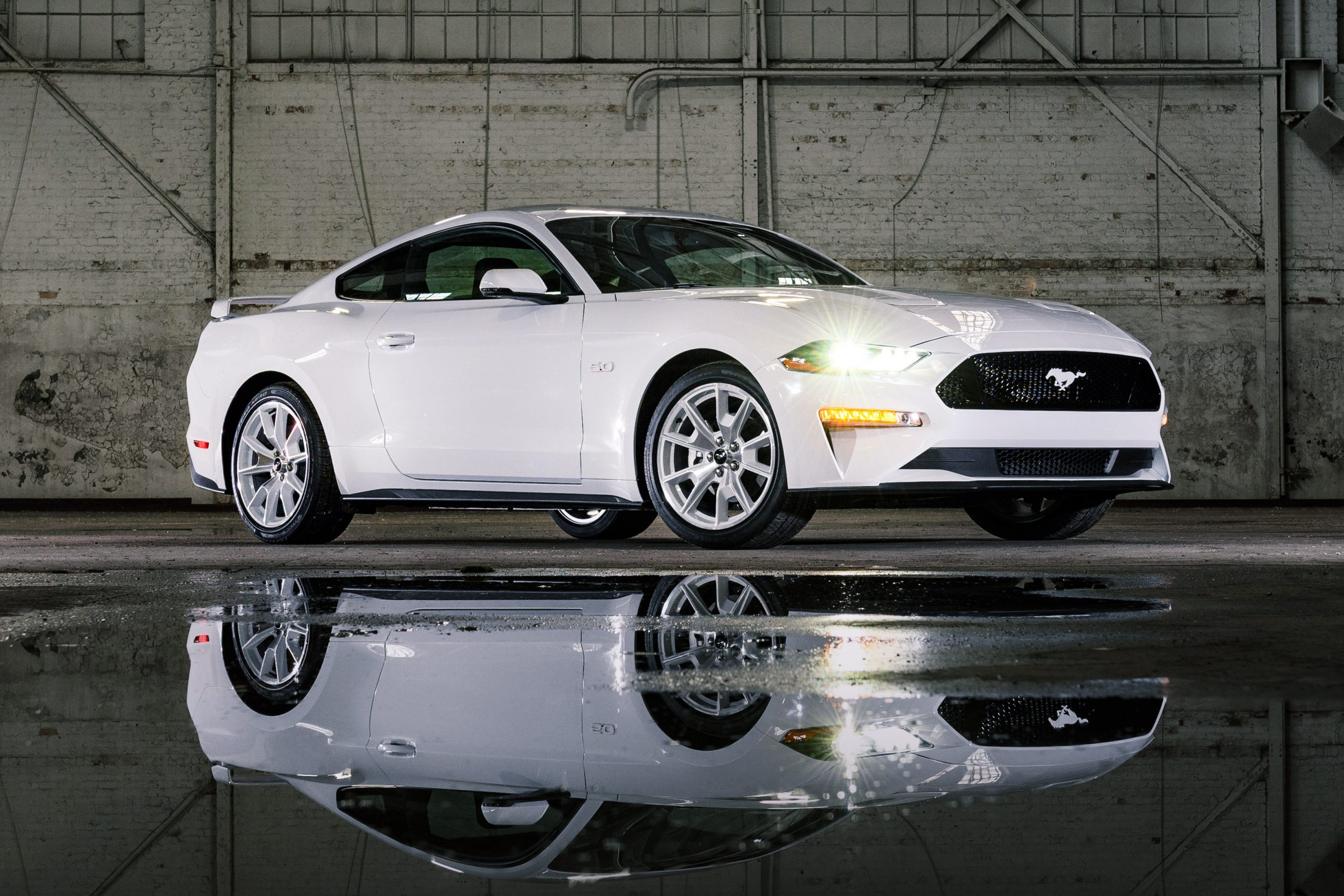 2022 Mustang Coupe Ice White Appearance Package_05