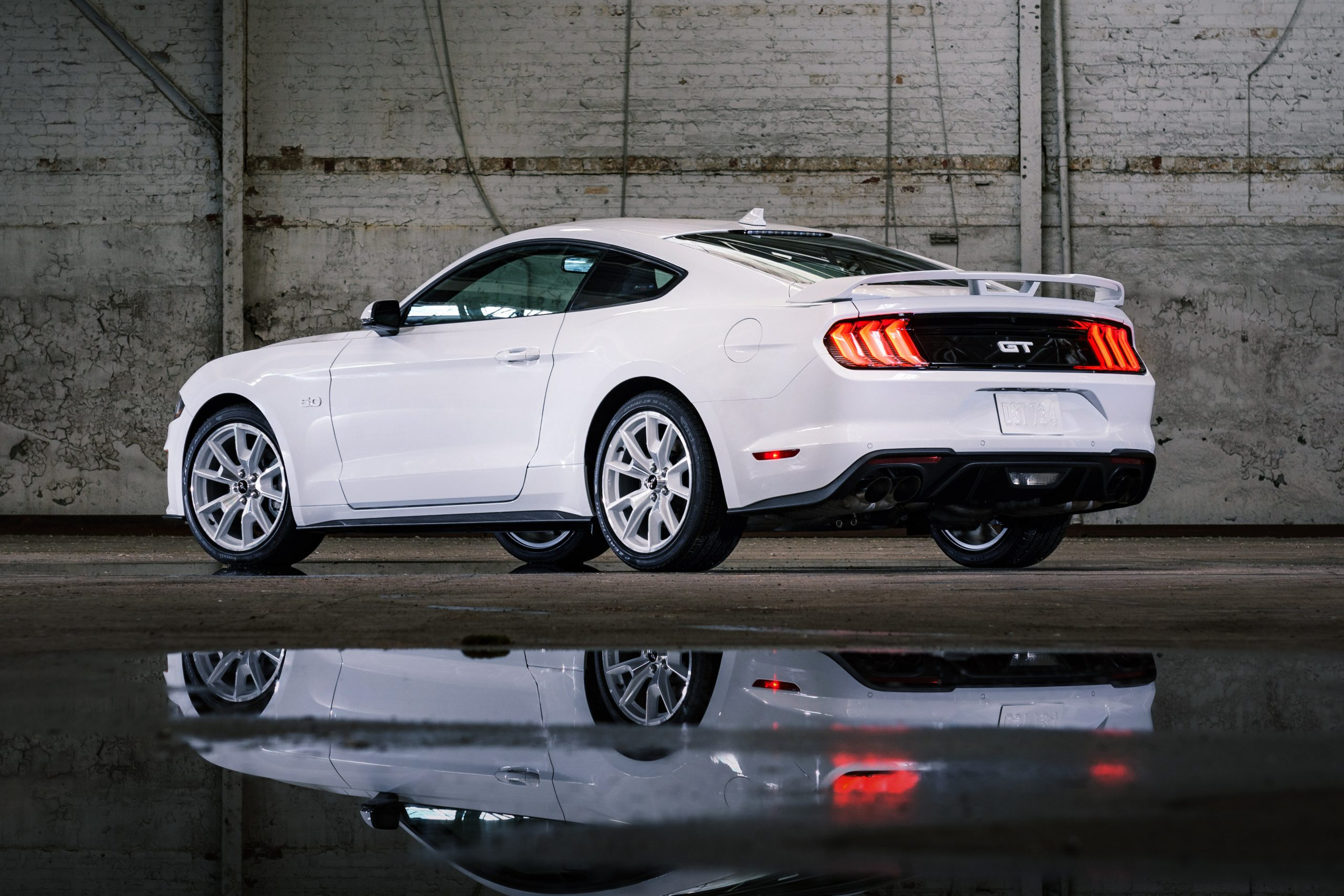 2022 Mustang Coupe Ice White Appearance Package_11
