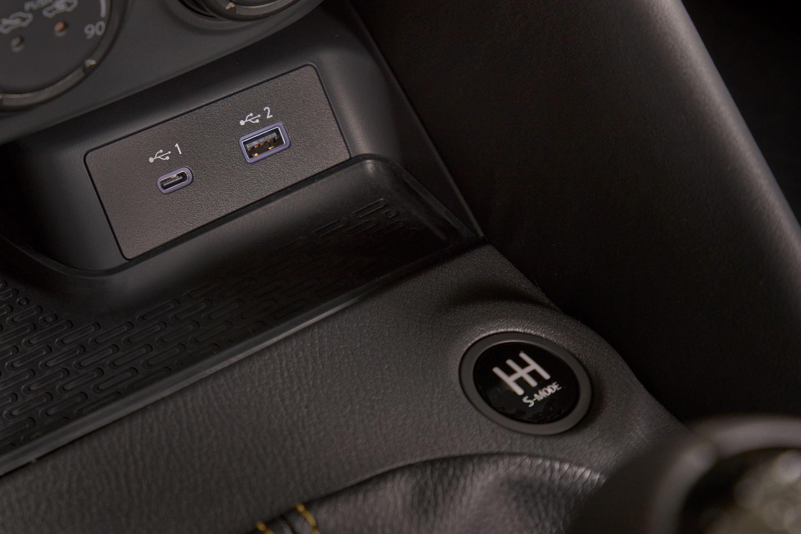 2023 Nissan Z interior ports and S mode