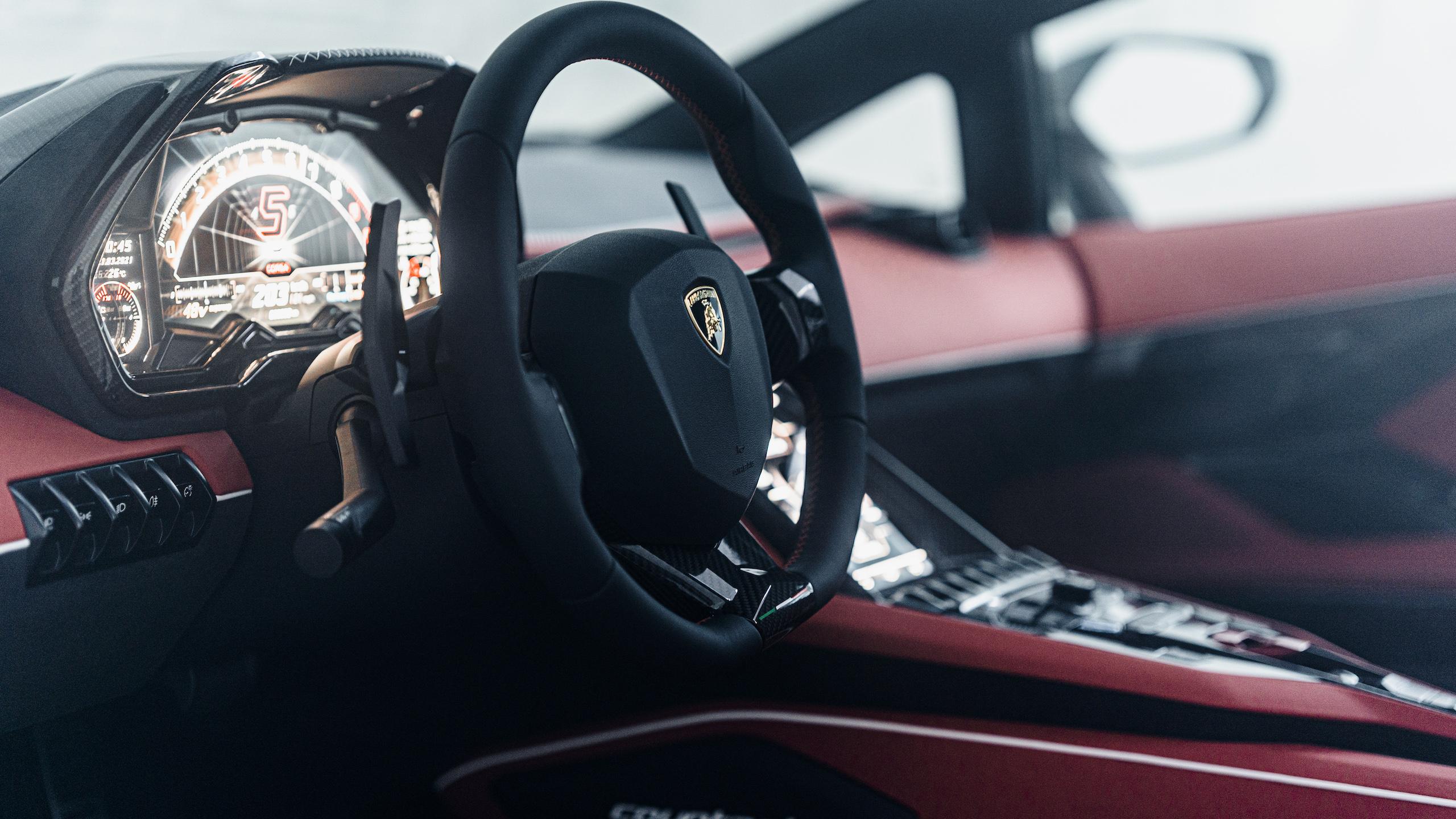 Countach LPI 800 interior steering wheel