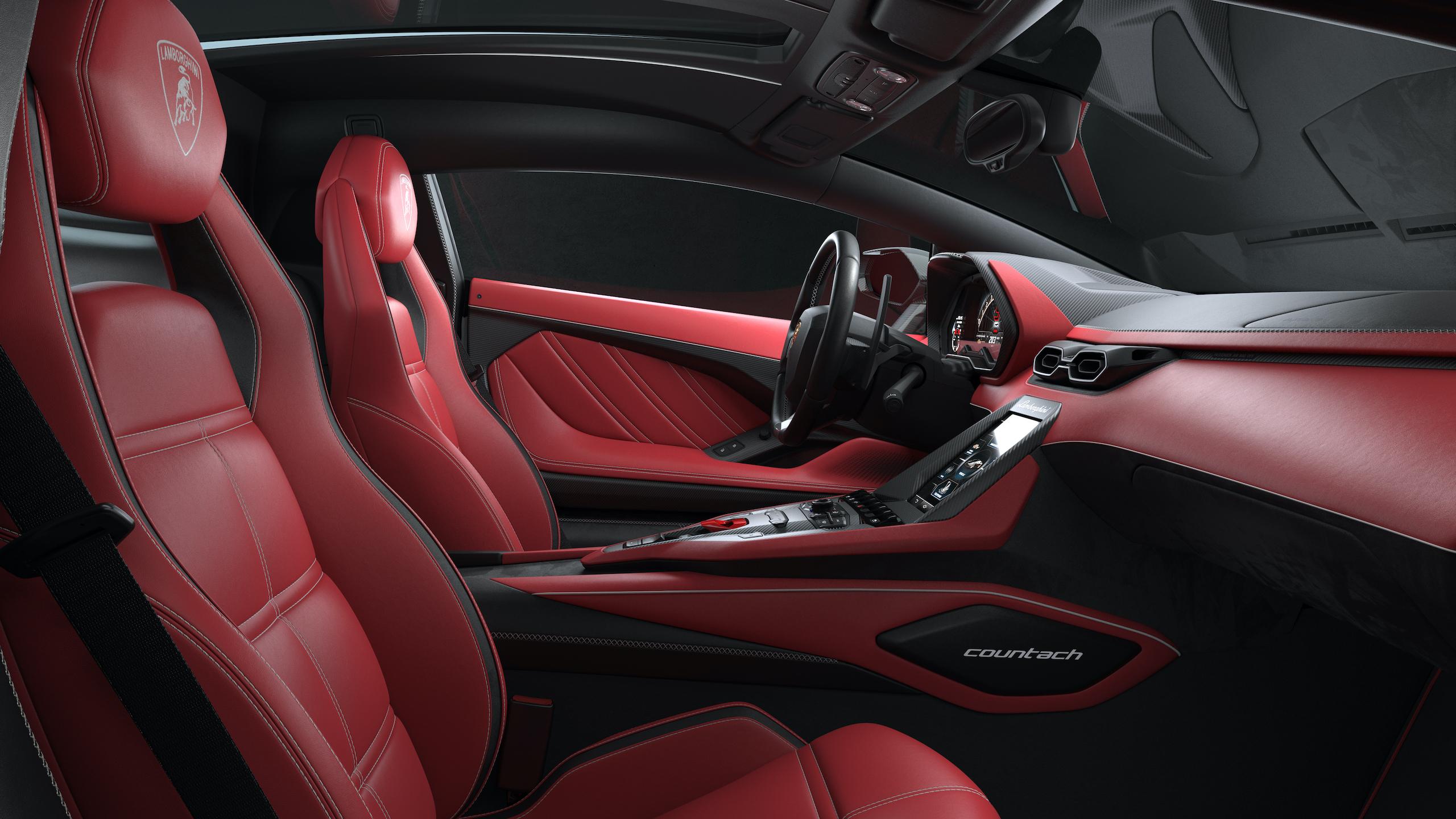 Countach LPI 800 interior side