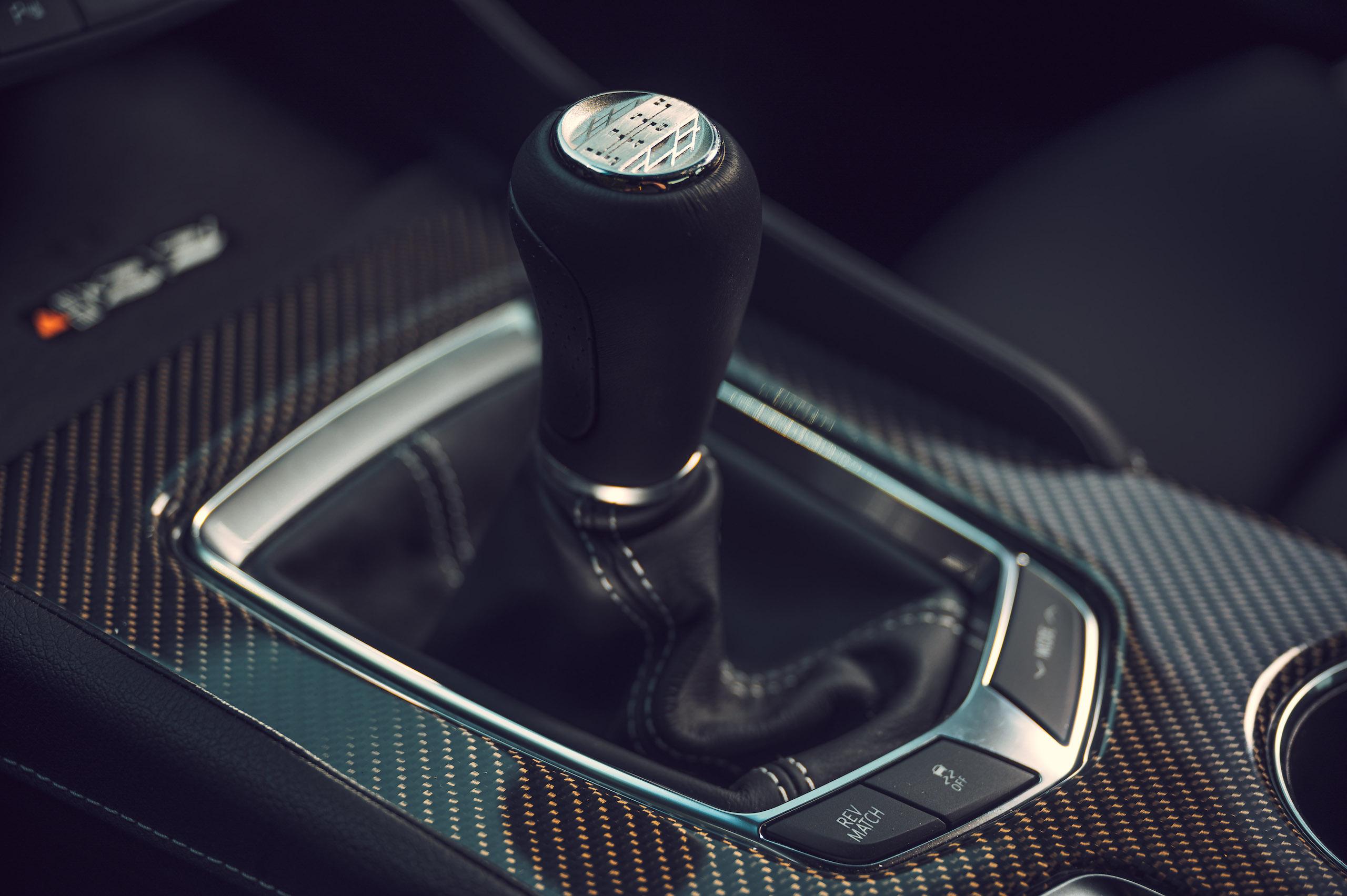 CT4-V Blackwing shifter