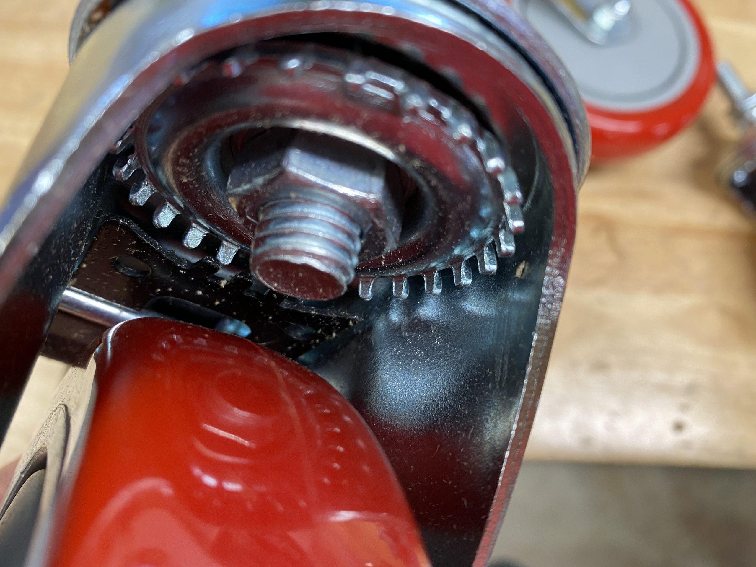 total lock castor mechanism