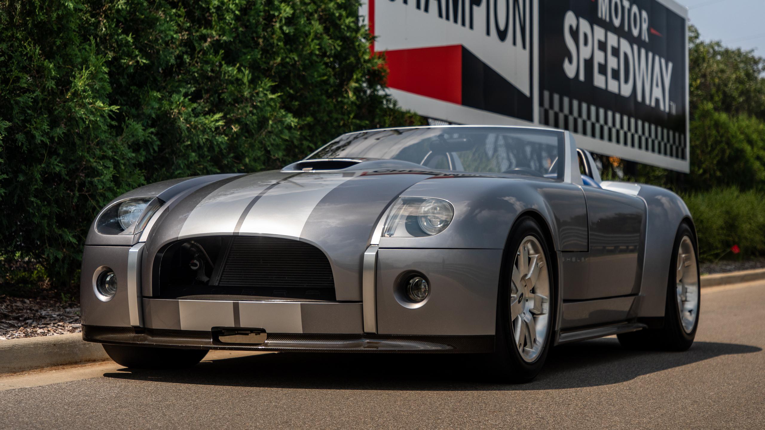 Cobra Concept front three-quarter
