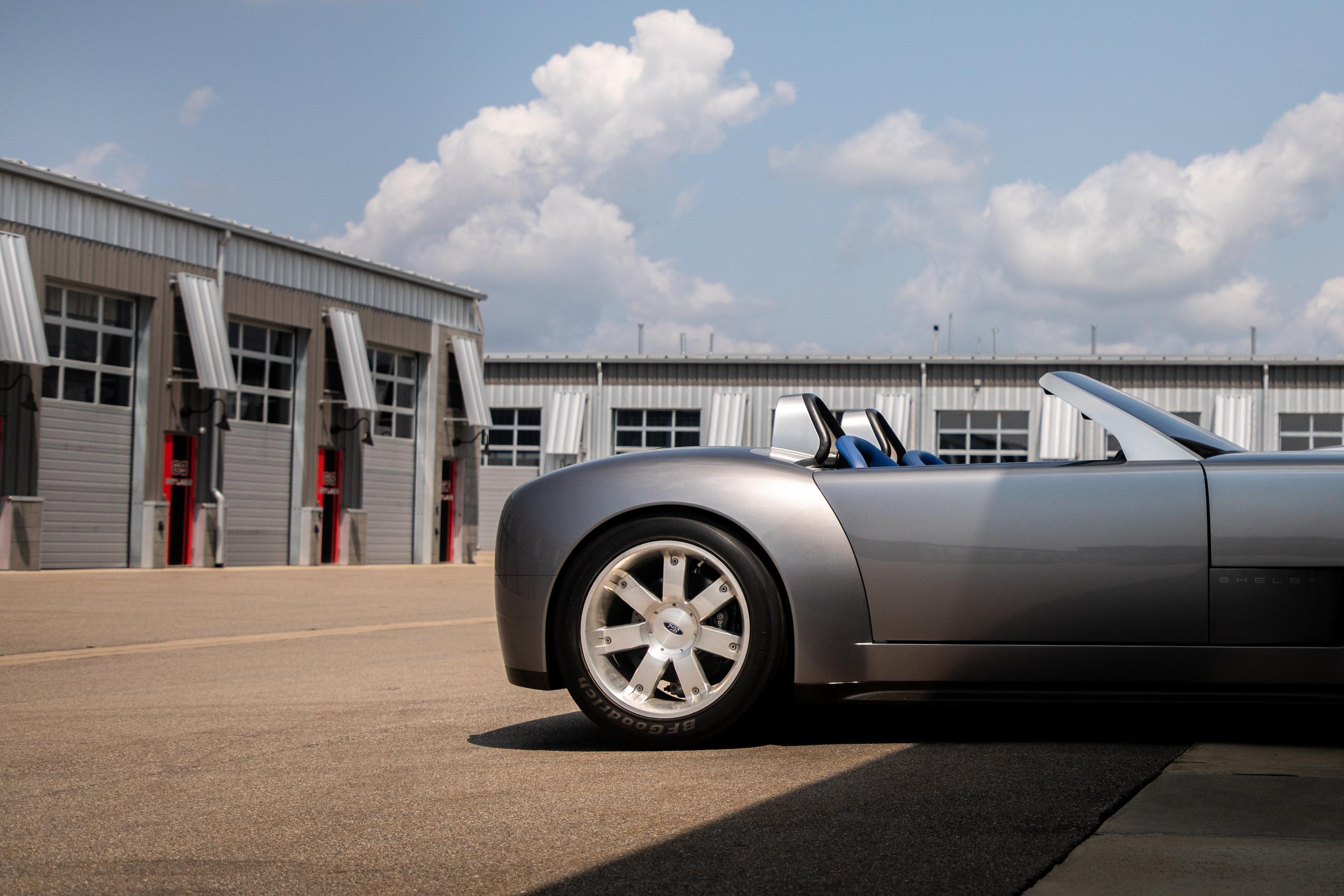 Cobra Concept rear half side profile