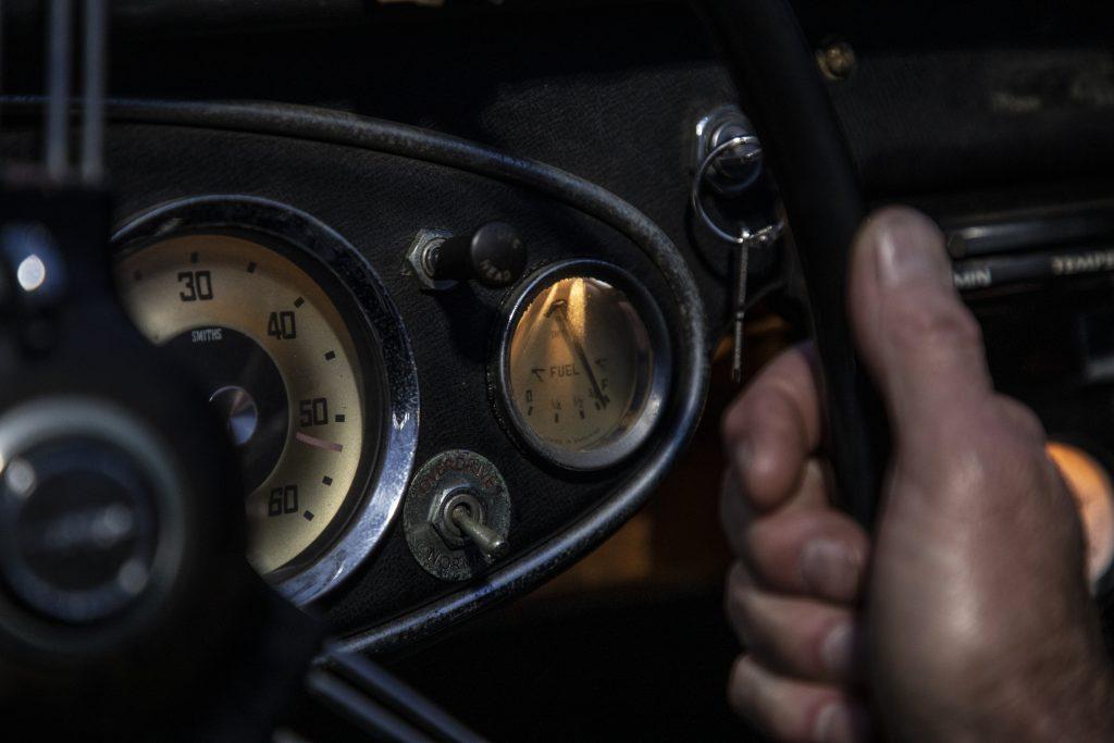 Austin-Healey gauges detail