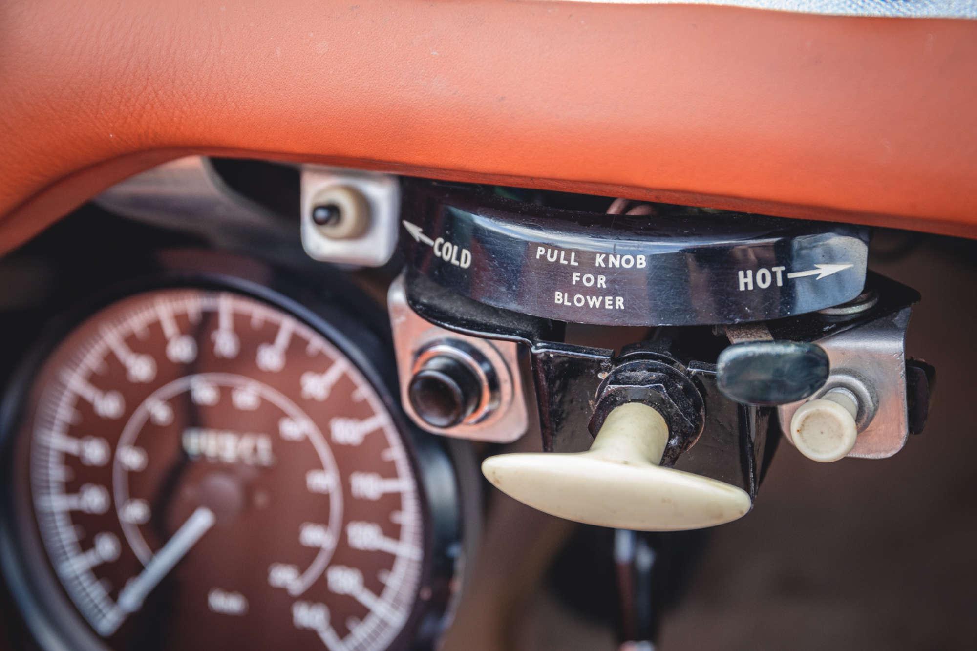 1961 Daimler SP250 Ex Metro Police interior knobs