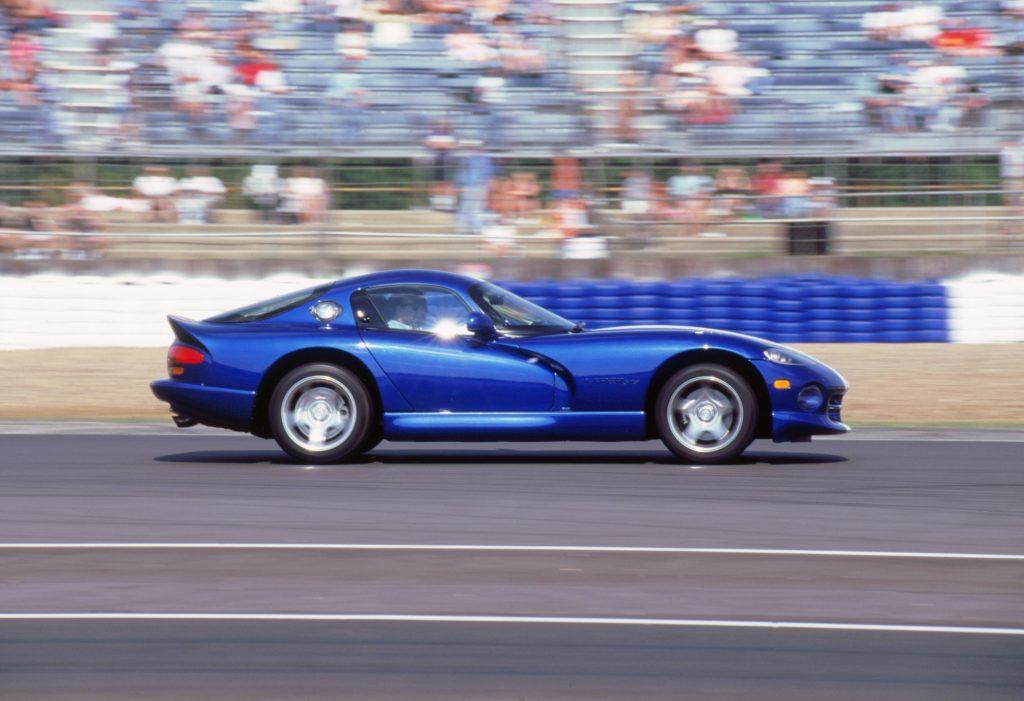 1996 Dodge Viper GTS side profile action