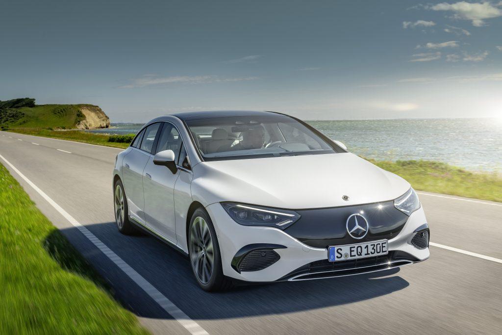 Mercedes-EQ EQE 350 rolling