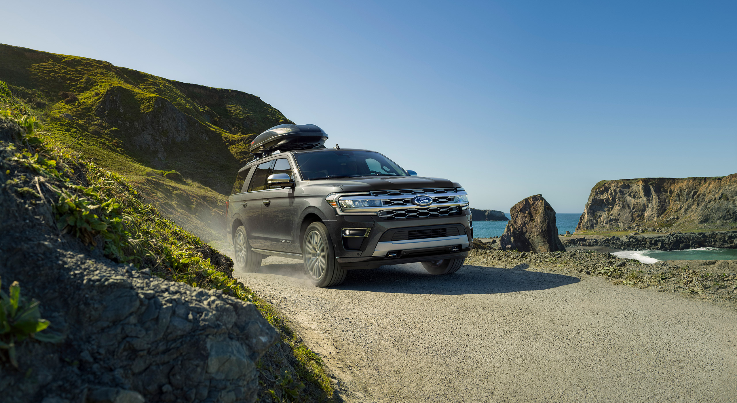 2022 Ford Expedition Limited front three quarter with roof box