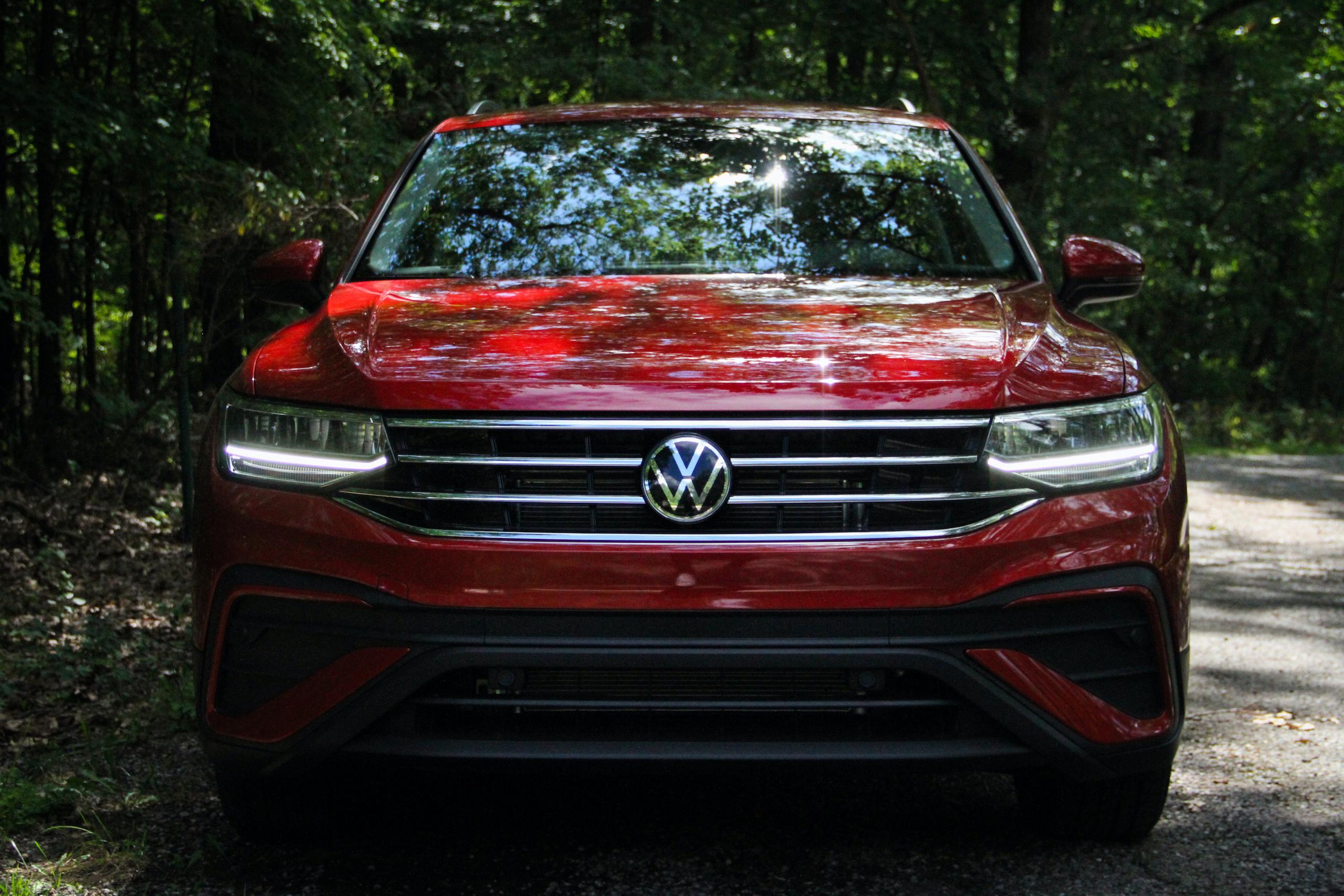 2022 VW Tiguan SE front