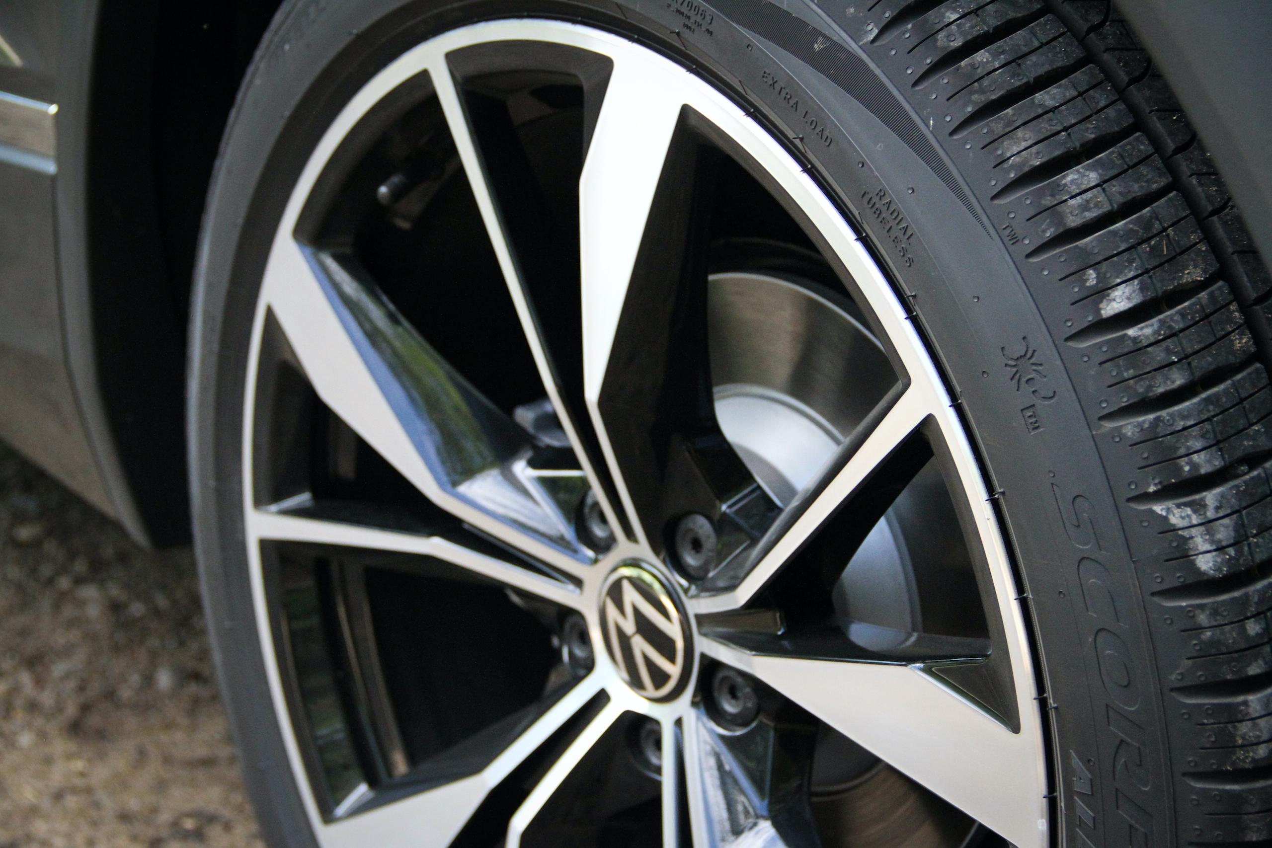 2022 VW Tiguan SEL R-Line wheel close