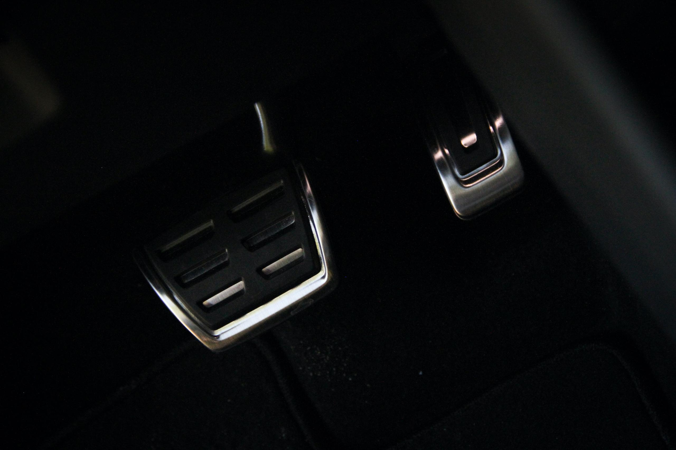 2022 VW Tiguan SEL R-Line pedals