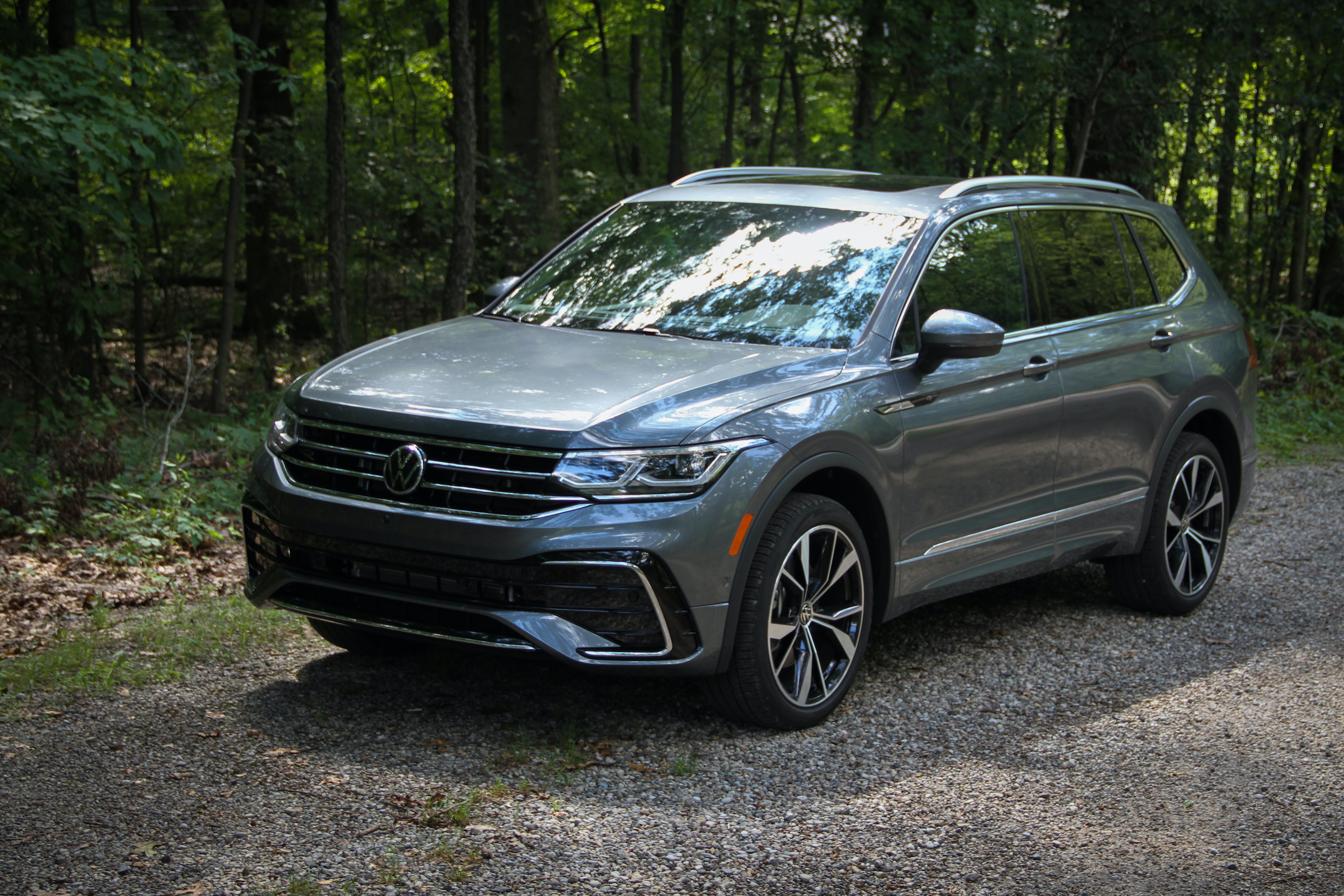 2022 VW Tiguan SEL R-Line front three-quarter