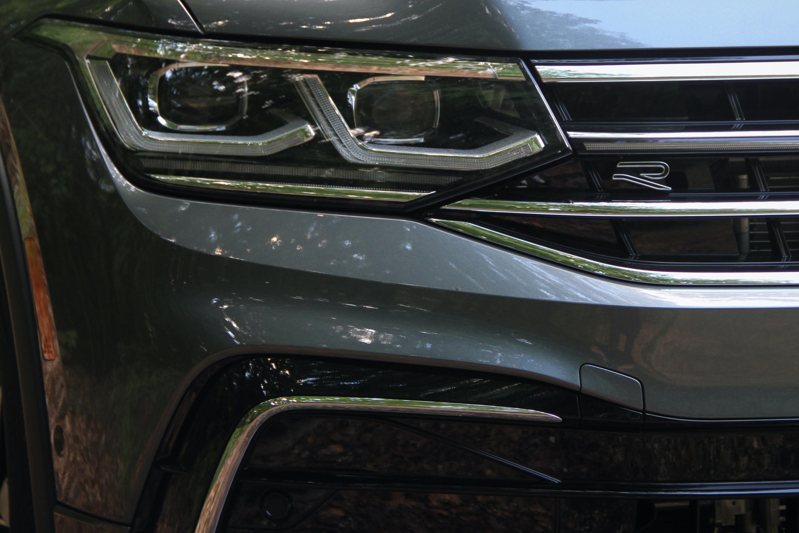 2022 VW Tiguan SEL R-Line front three-quarter front detail