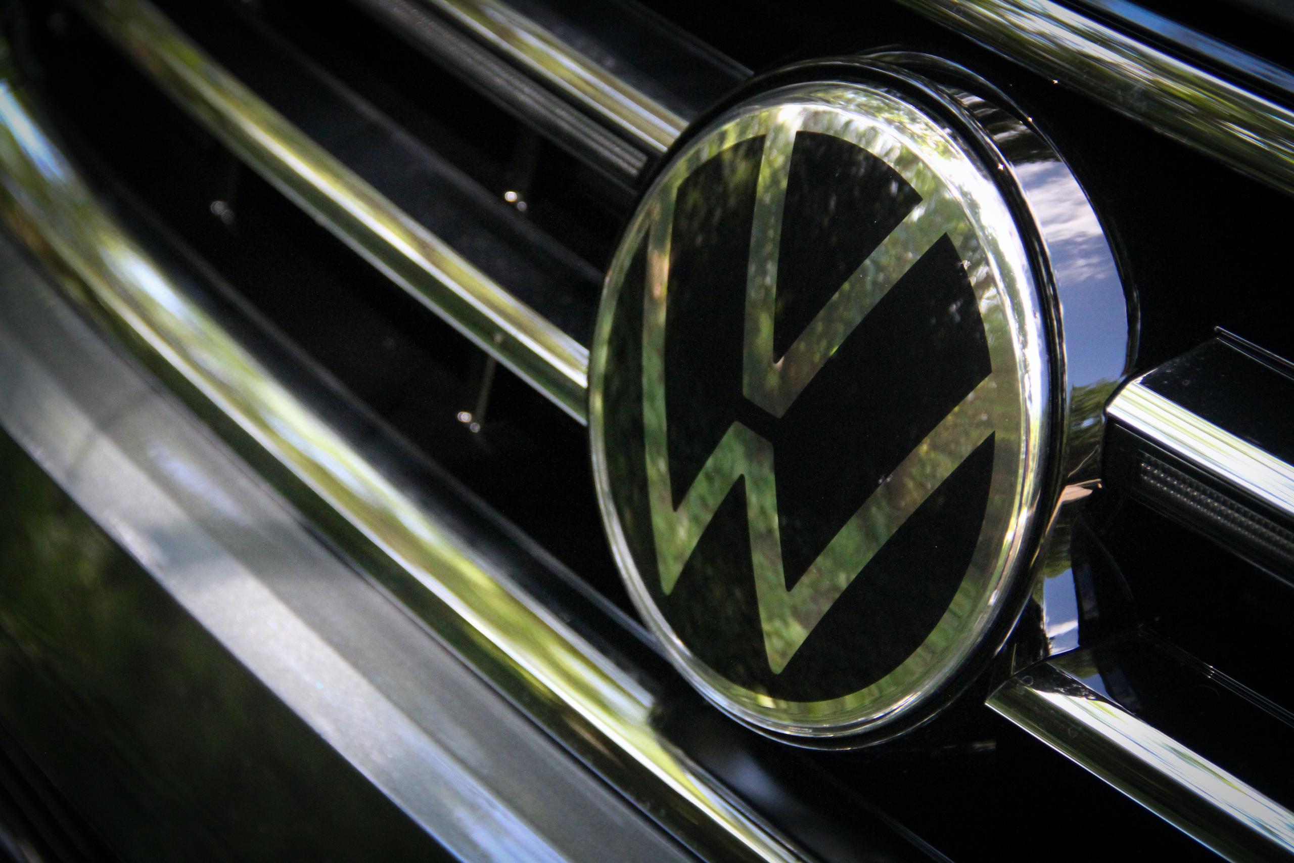 2022 VW Tiguan SEL R-Line grille logo