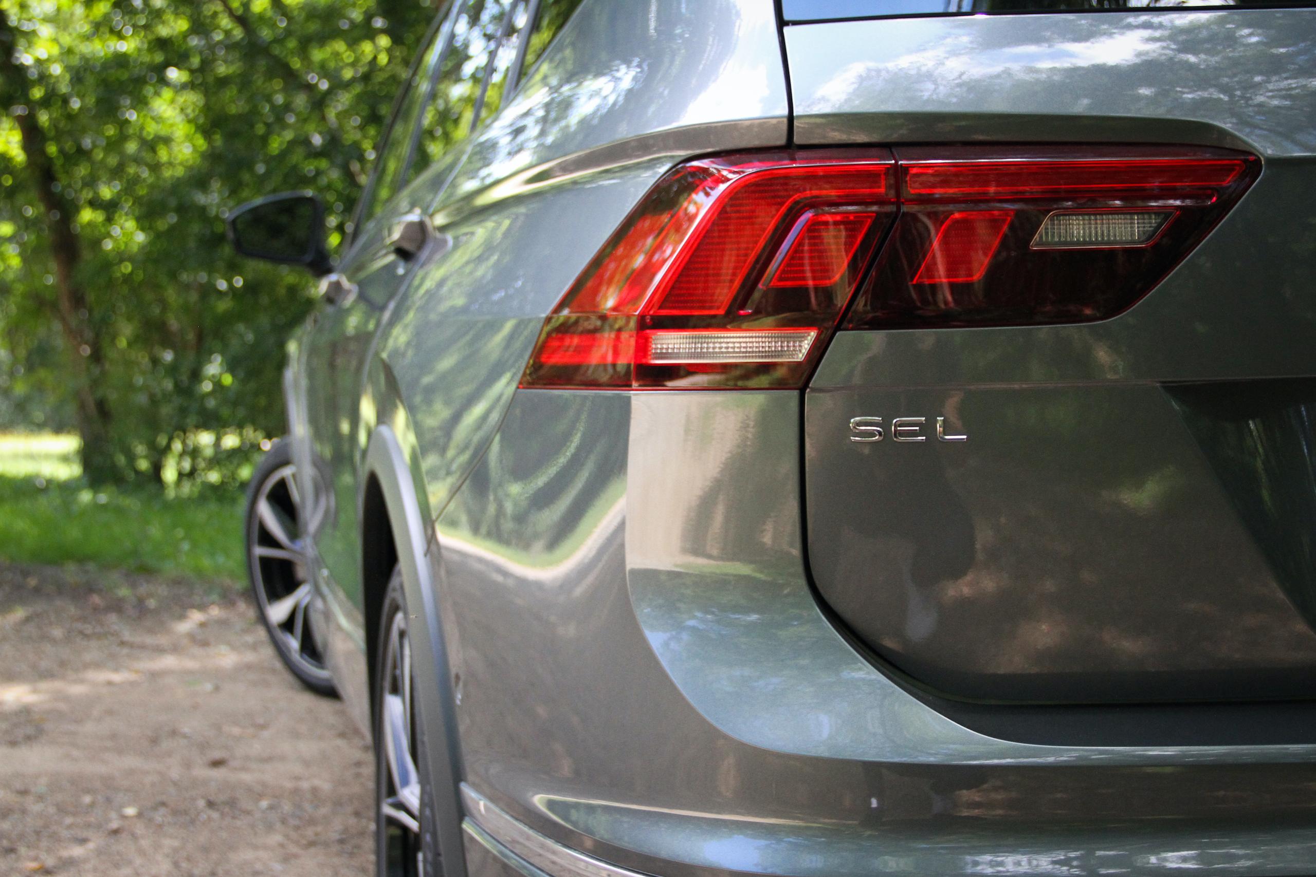 2022 VW Tiguan SEL R-Line tailight