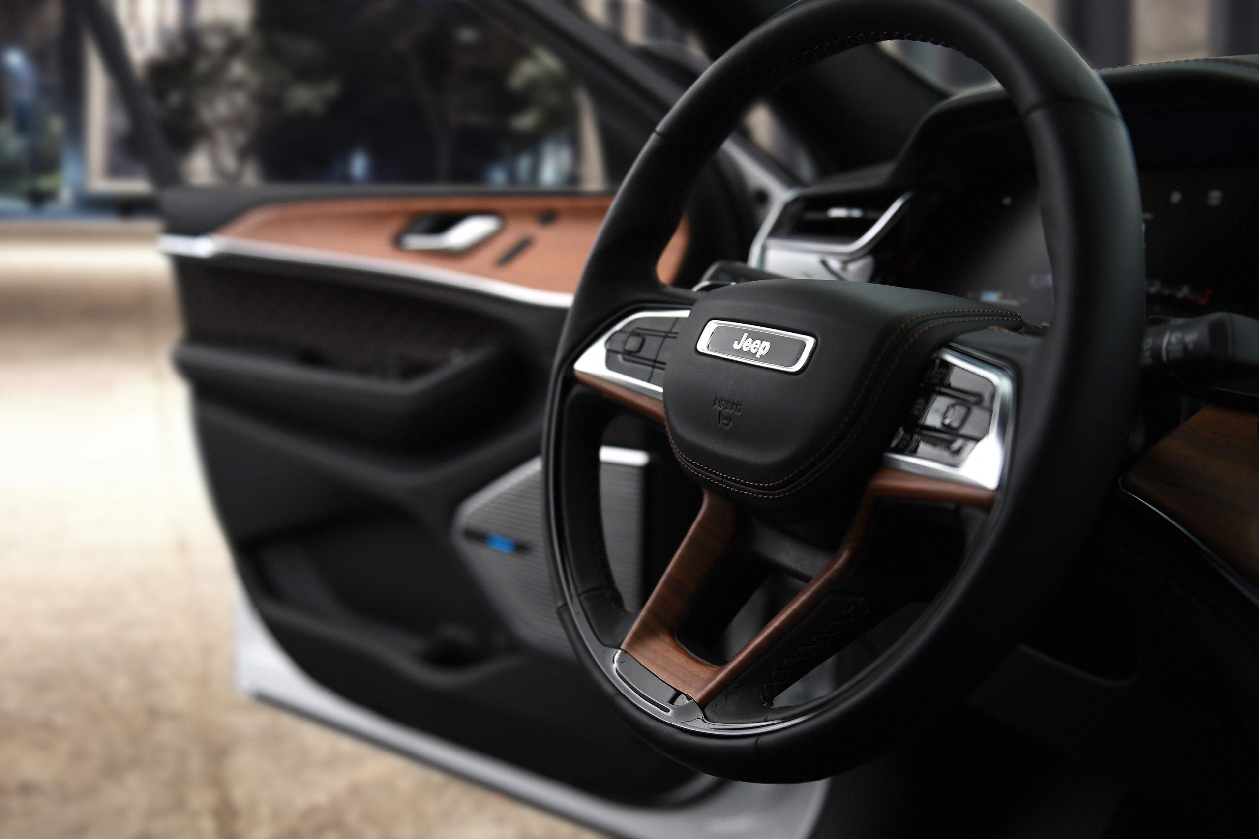 2022 Jeep Grand Cherokee Summit Reserve steering wheel