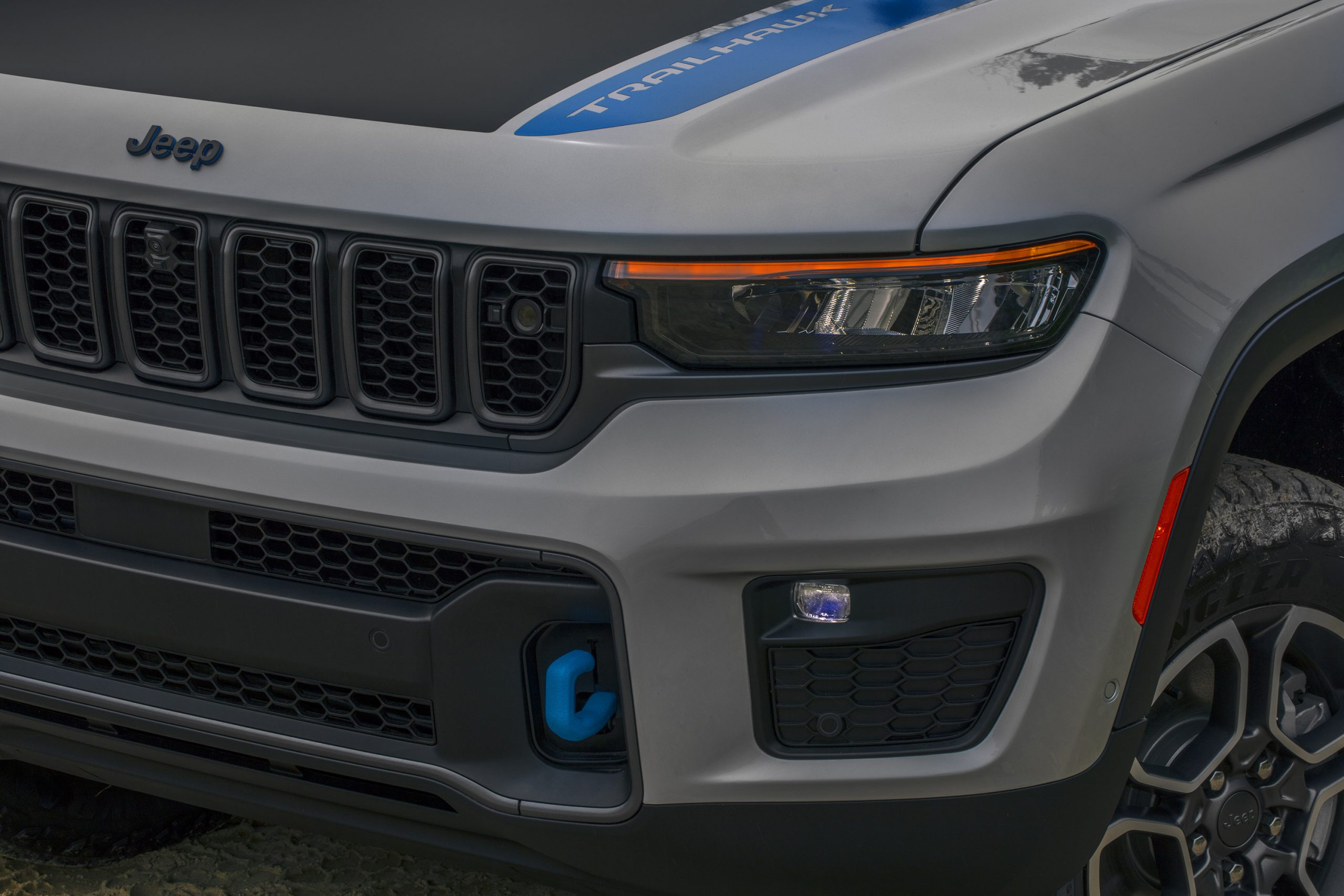 2022 Jeep Grand Cherokee Trailhawk 4xe front end details