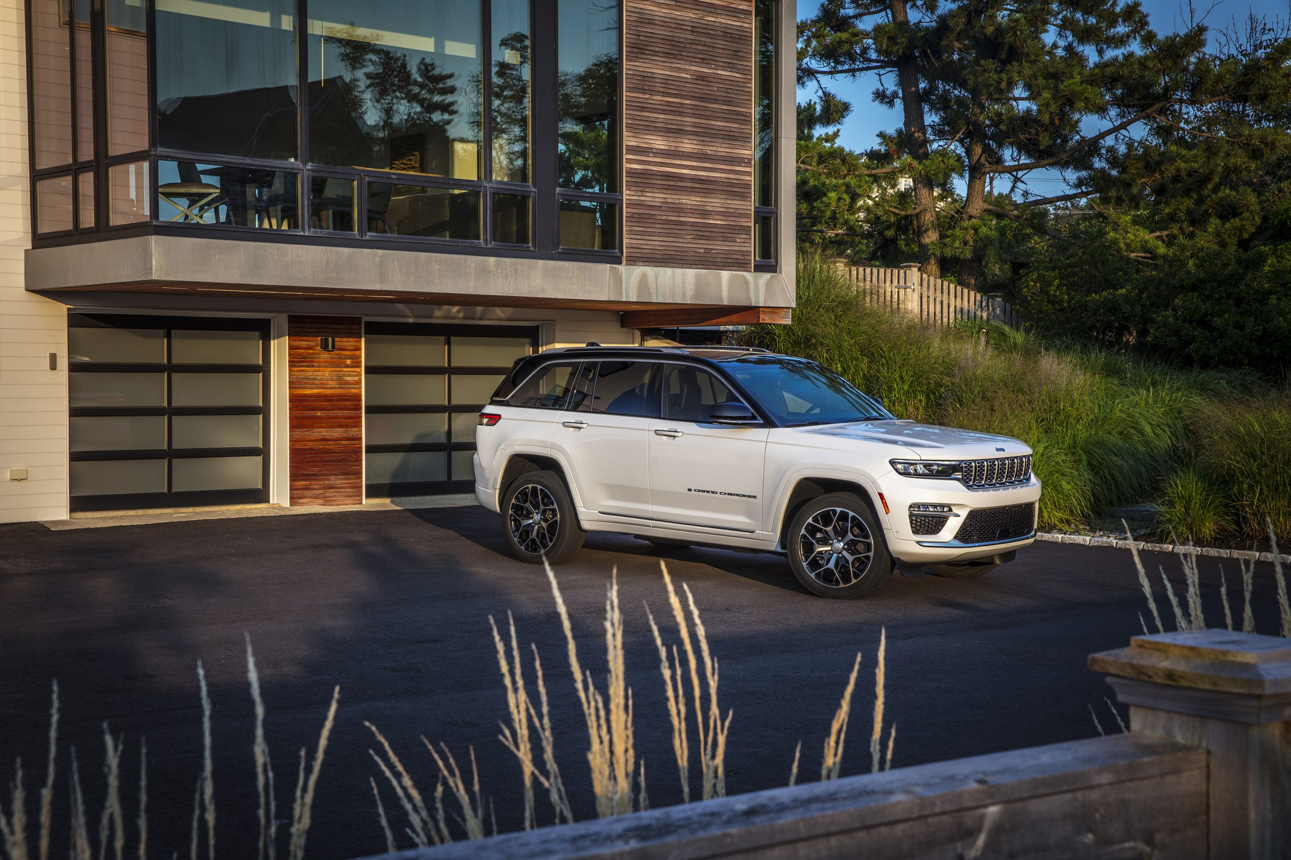 2022 Jeep Grand Cherokee Summit Reserve house parked front three quarter