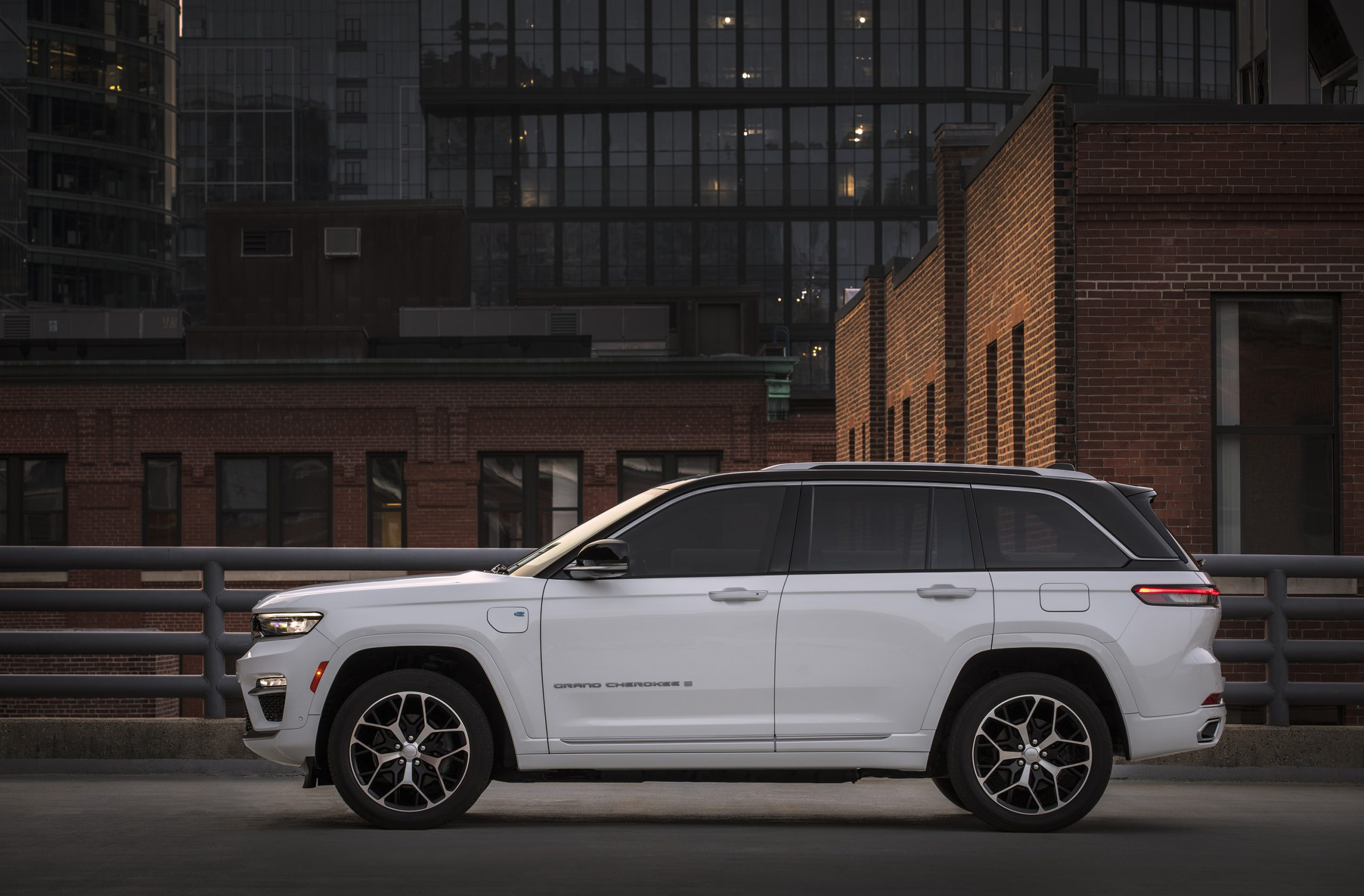 2022 Jeep Grand Cherokee Summit Reserve 4xe side profile