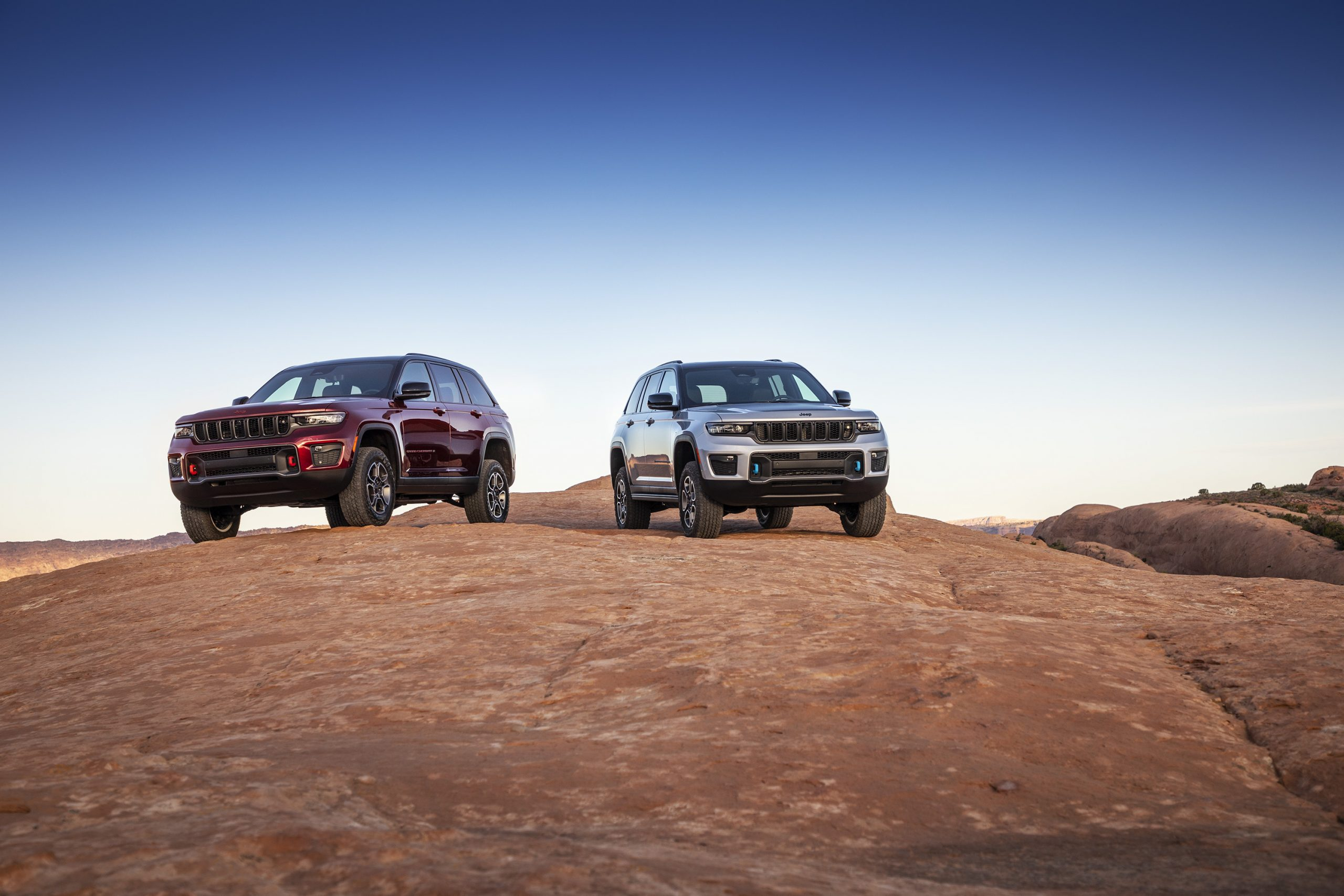 2022 Jeep Grand Cherokee Trailhawk and Trailhawk 4xe