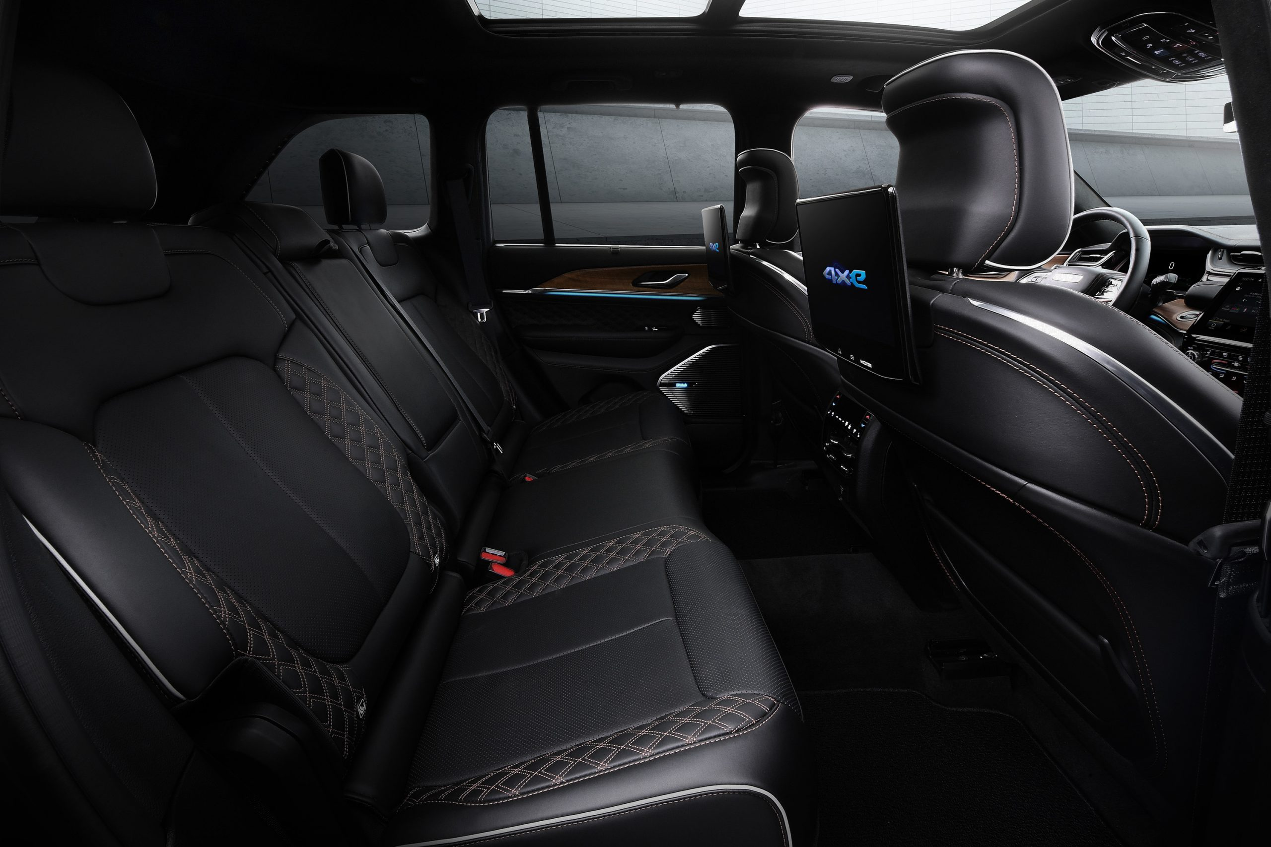 2022 Jeep Grand Cherokee Summit Reserve second row seating