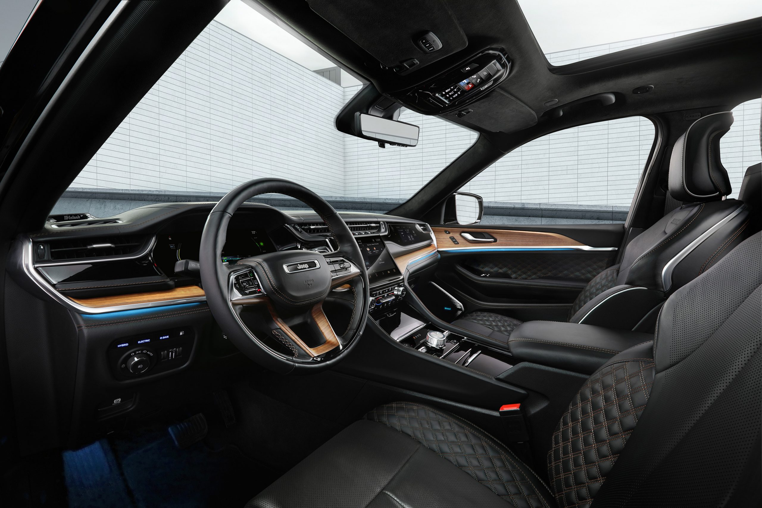2022 Jeep Grand Cherokee Summit Reserve front row interior
