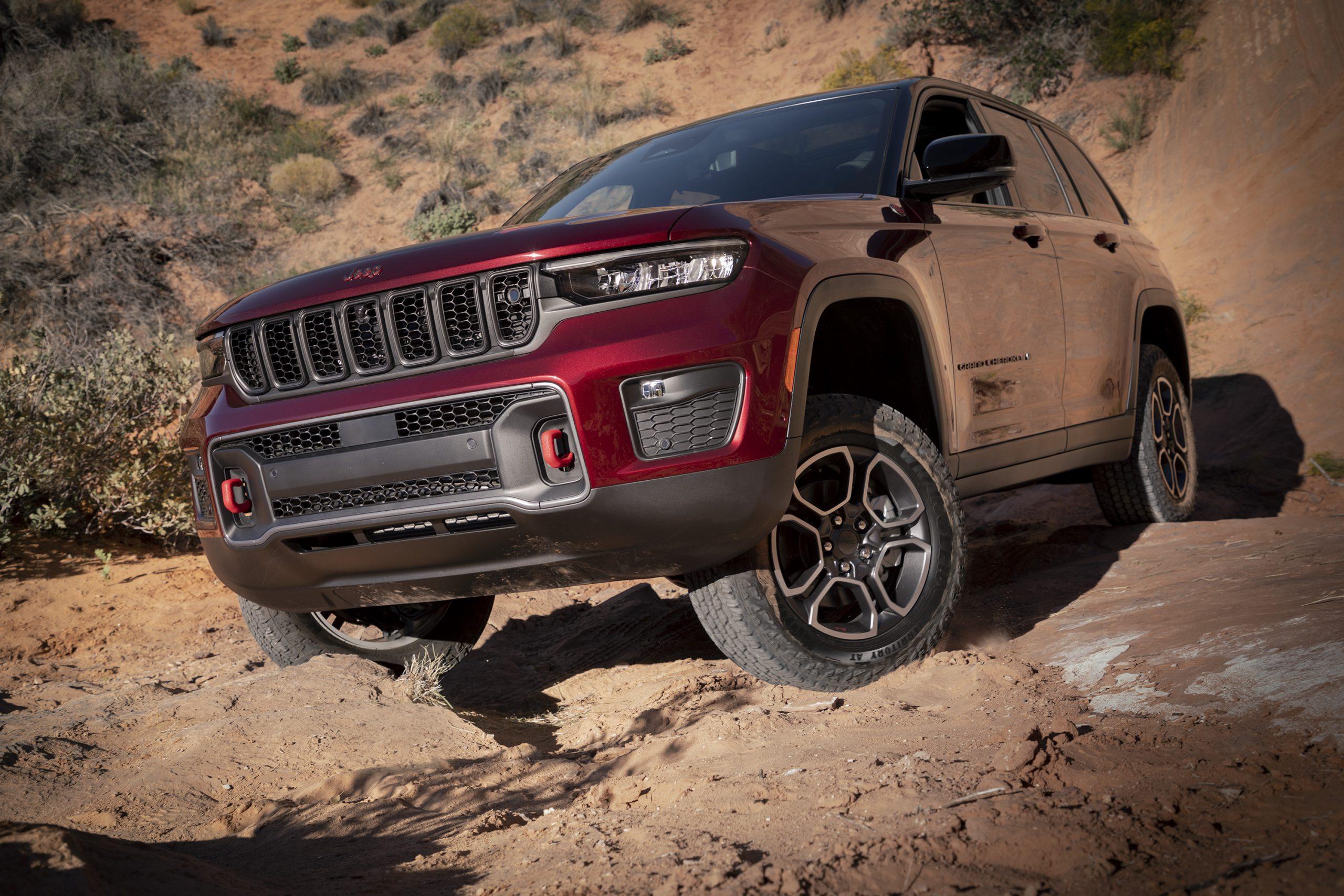 2022 Jeep Grand Cherokee Trailhawk front three quarter flexing