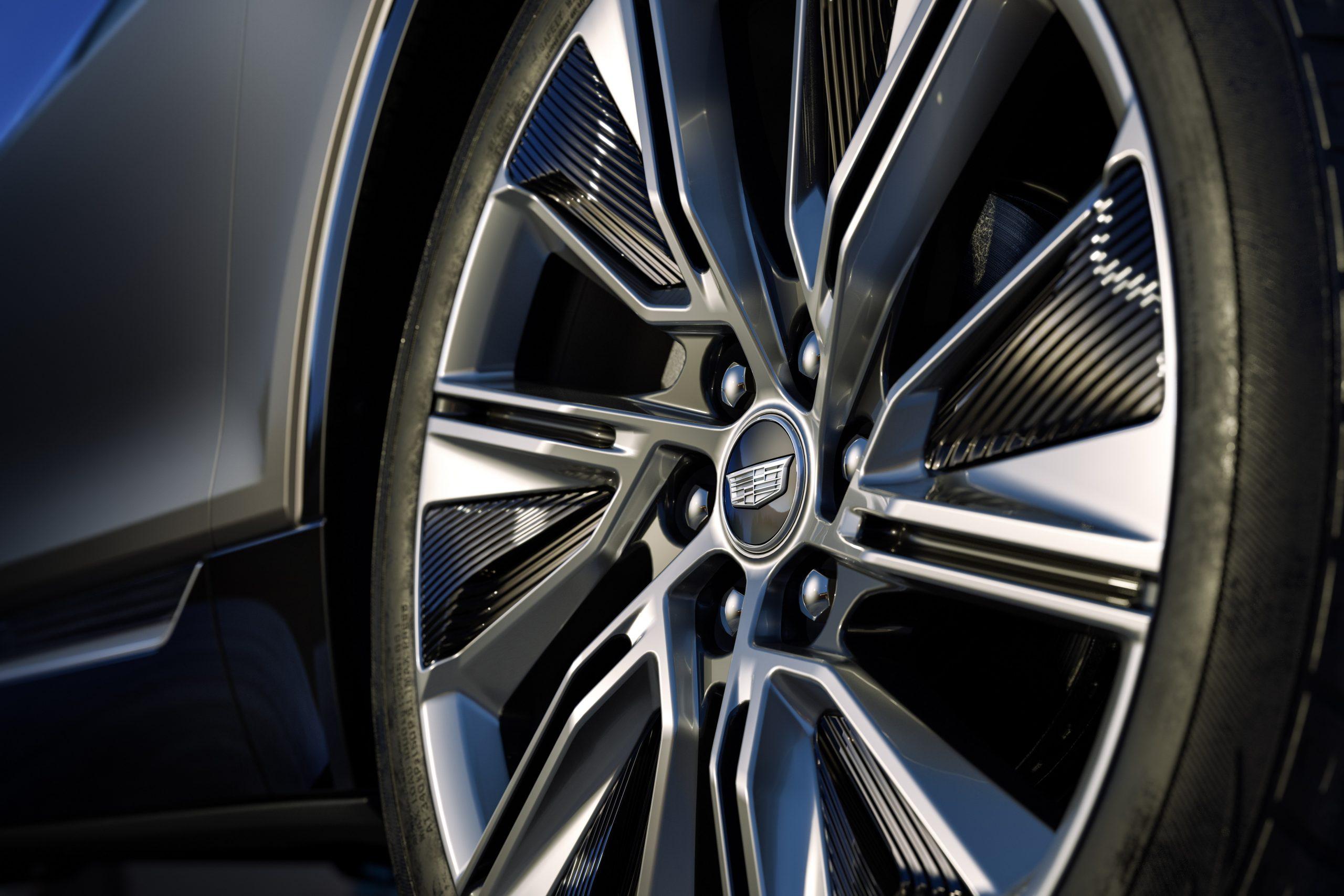 2023 Cadillac Lyriq wheel detail aero spats