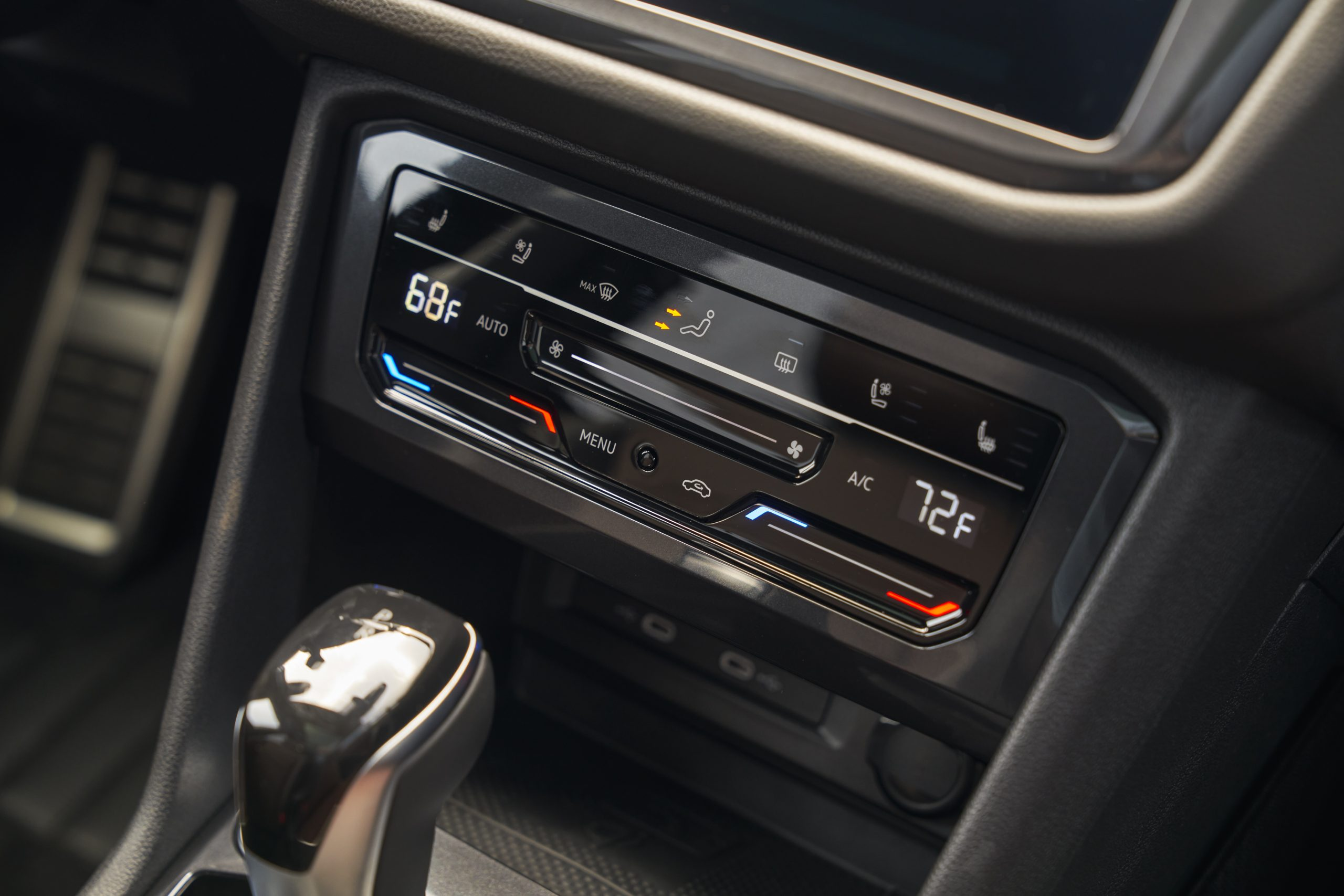 2022 VW Tiguan SEL R-Line climate controls