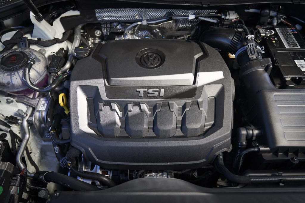 2022 VW Tiguan SEL R-Line engine