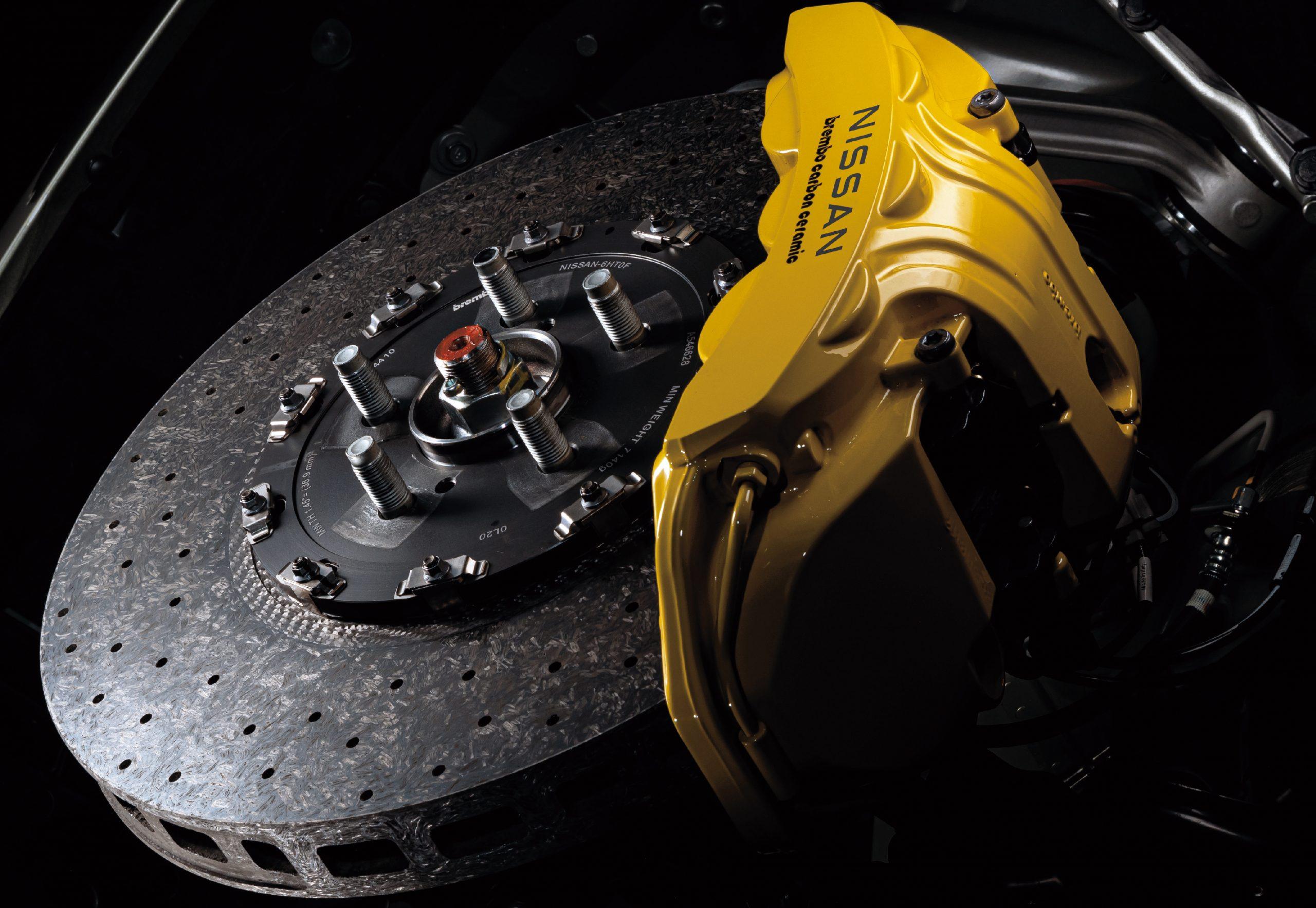 2022 Nissan GT-R T-Spec carbon-ceramic brakes brembo