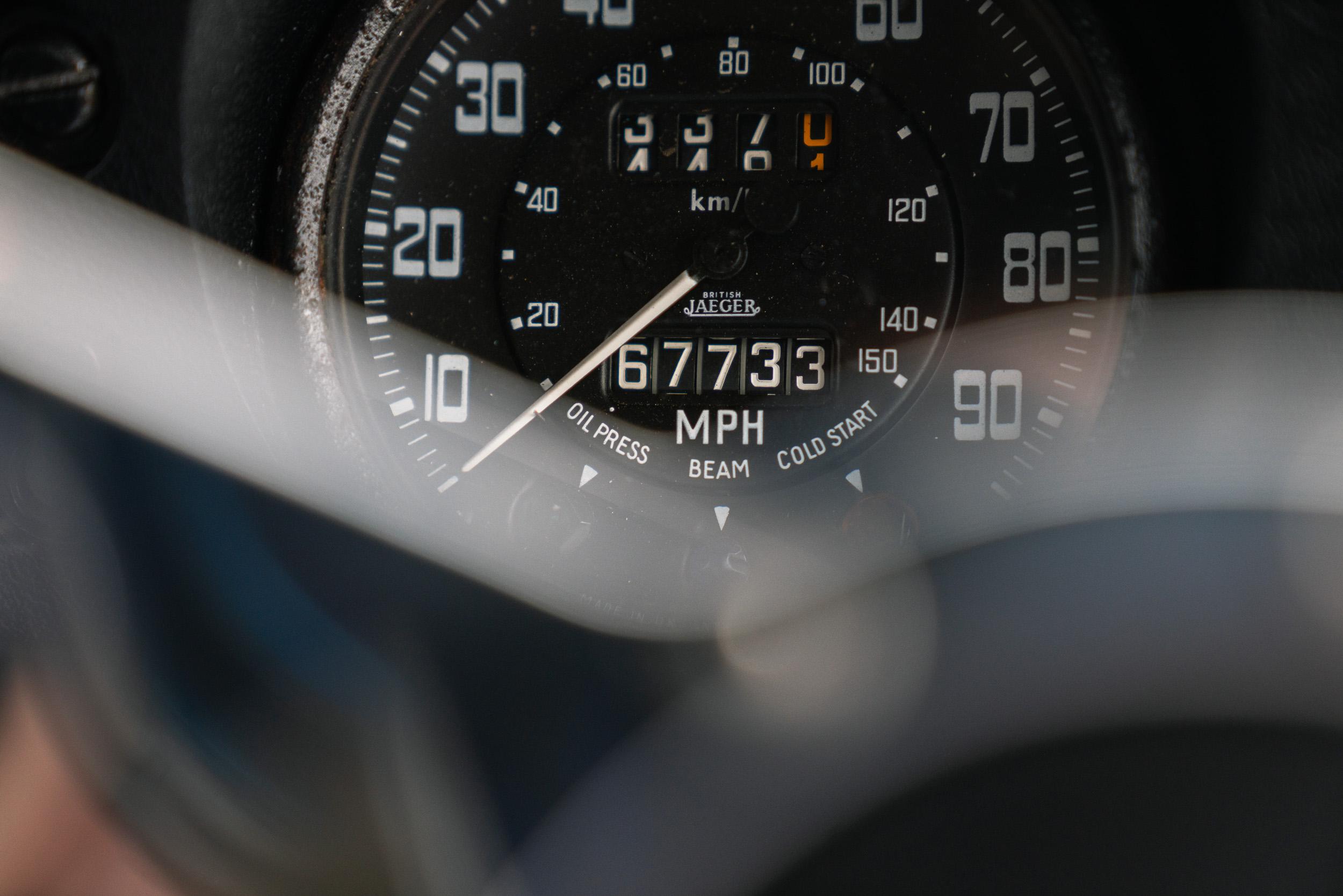 1982 Land Rover speedometer