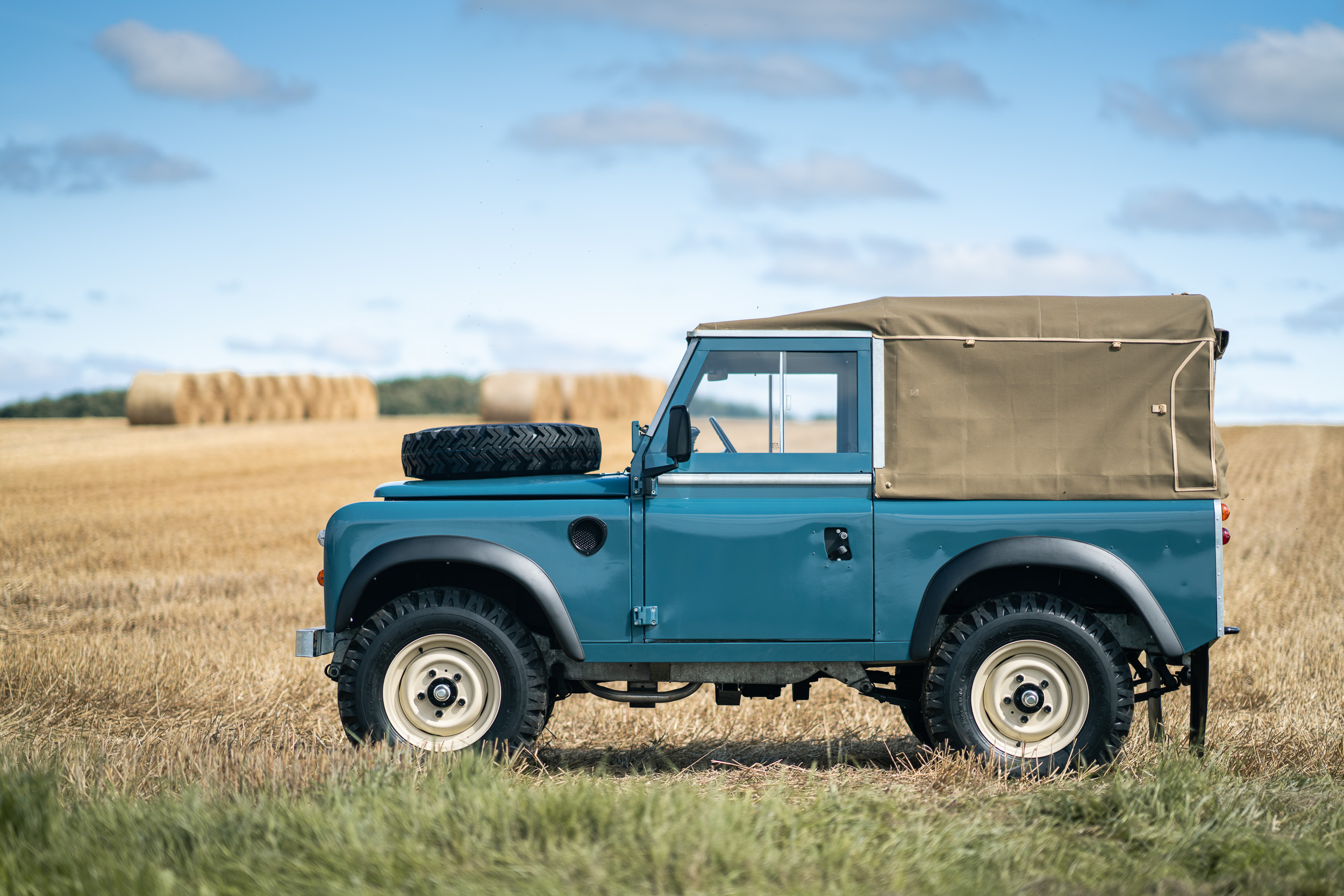 1982 Land Rover side profile
