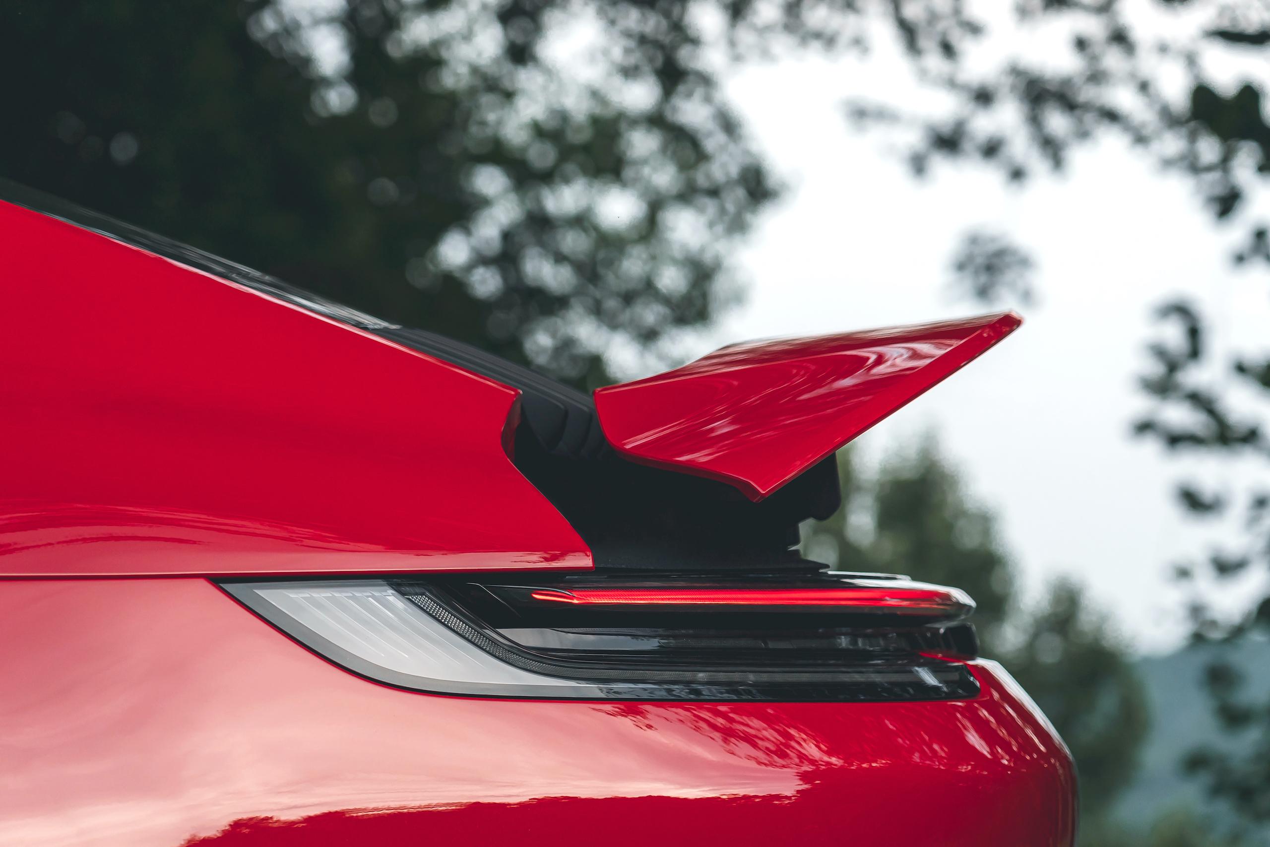 Porsche 911 GTS rear lip