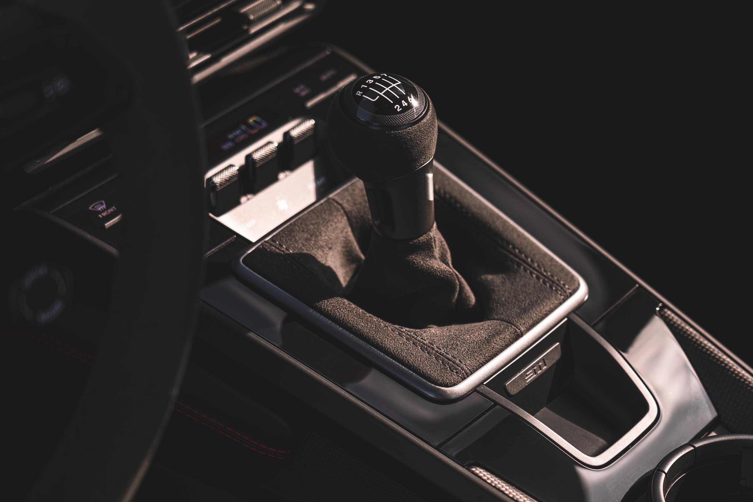 Porsche 911 GTS interior center console shifter