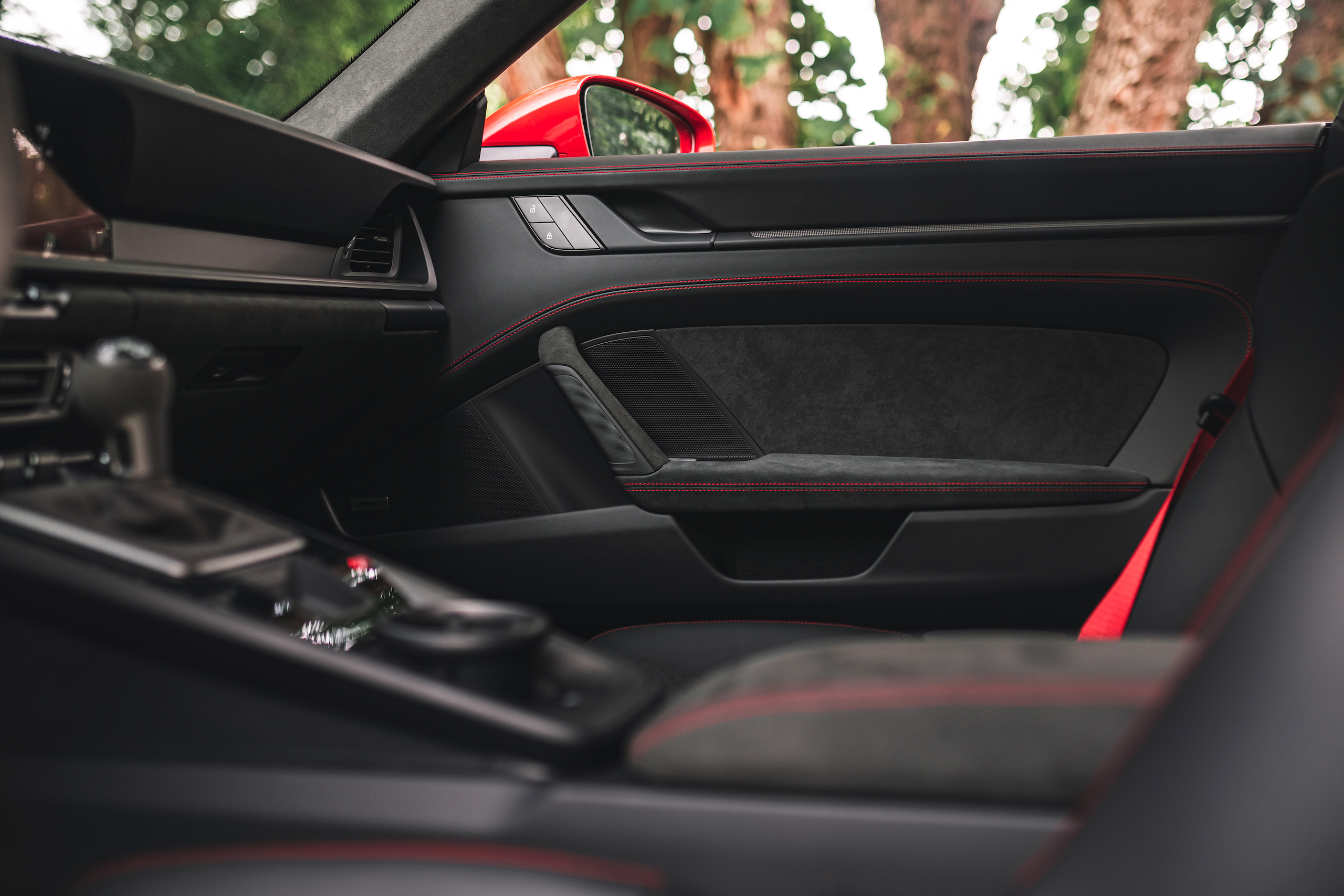 Porsche 911 GTS interior door panel materials